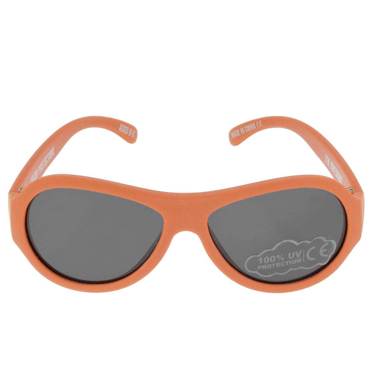 Детские солнцезащитные очки Babiators Ух ты! (OMG!), цвет: оранжевый, 0-3 летBM8434-58AEВы делаете все возможное, чтобы ваши дети были здоровы и в безопасности. Шлемы для езды на велосипеде, солнцезащитный крем для прогулок на солнце... Но как насчёт влияния солнца на глаза вашего ребёнка? Правда в том, что сетчатка глаза у детей развивается вместе с самим ребёнком. Это означает, что глаза малышей не могут отфильтровать УФ-излучение. Проблема понятна - детям нужна настоящая защита, чтобы глазки были в безопасности, а зрение сильным.Каждая пара солнцезащитных очков Babiators для детей обеспечивает 100% защиту от UVA и UVB. Прочные линзы высшего качества не подведут в самых сложных переделках. В отличие от обычных пластиковых очков, оправа Babiators выполнена из гибкого прорезиненного материала, что делает их ударопрочными, их можно сгибать и крутить - они не сломаются и вернутся в прежнюю форму. Не бойтесь, что ребёнок сядет на них - они всё выдержат. Будьте уверены, что очки Babiators созданы безопасными, прочными и классными, так что вы и ваш ребенок можете приступать к своим приключениям!