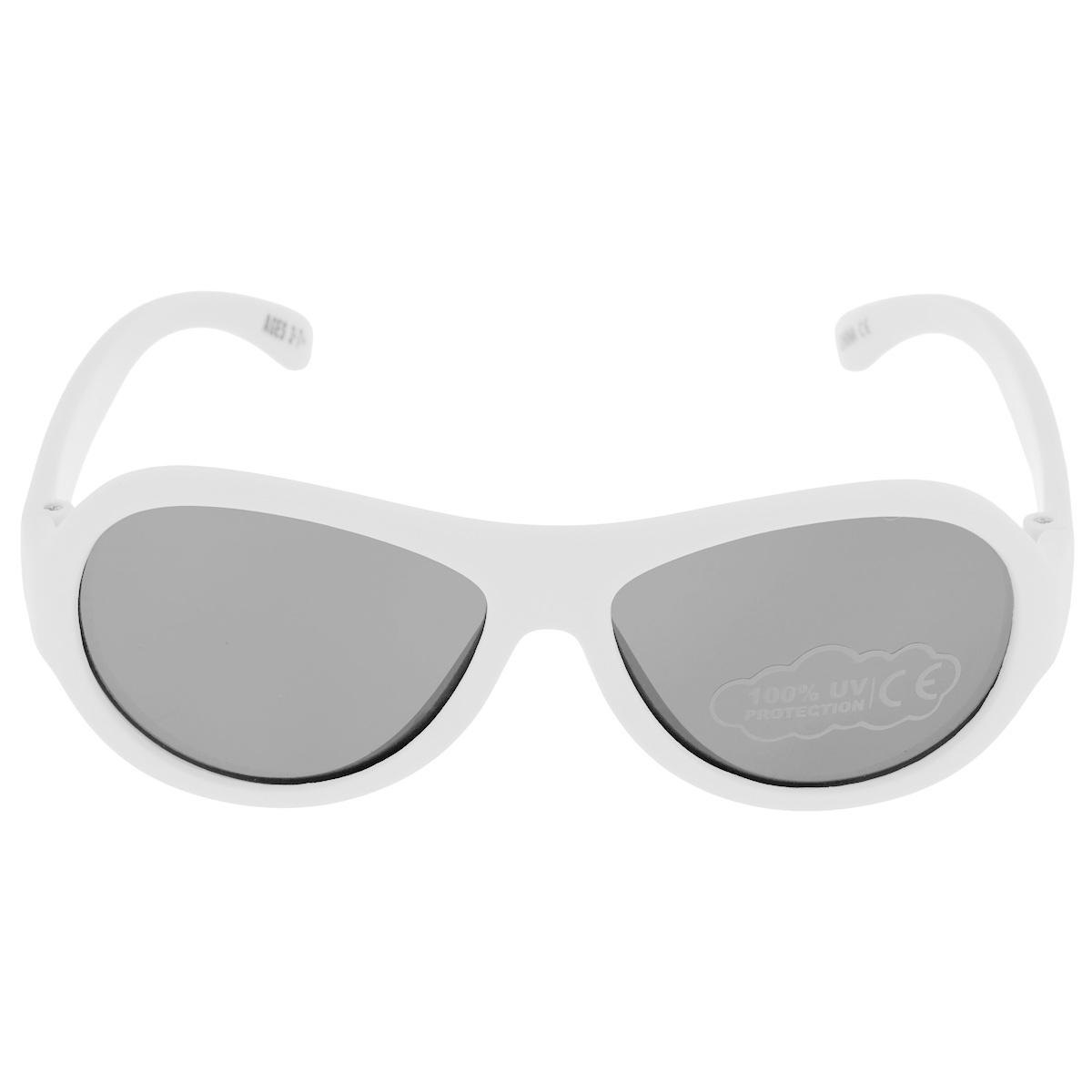 Детские солнцезащитные очки Babiators Шалун (Wicked), цвет: белый, 3-7 летINT-06501Вы делаете все возможное, чтобы ваши дети были здоровы и в безопасности. Шлемы для езды на велосипеде, солнцезащитный крем для прогулок на солнце... Но как насчёт влияния солнца на глаза вашего ребёнка? Правда в том, что сетчатка глаза у детей развивается вместе с самим ребёнком. Это означает, что глаза малышей не могут отфильтровать УФ-излучение. Проблема понятна - детям нужна настоящая защита, чтобы глазки были в безопасности, а зрение сильным.Каждая пара солнцезащитных очков Babiators для детей обеспечивает 100% защиту от UVA и UVB. Прочные линзы высшего качества не подведут в самых сложных переделках. В отличие от обычных пластиковых очков, оправа Babiators выполнена из гибкого прорезиненного материала, что делает их ударопрочными, их можно сгибать и крутить - они не сломаются и вернутся в прежнюю форму. Не бойтесь, что ребёнок сядет на них - они всё выдержат. Будьте уверены, что очки Babiators созданы безопасными, прочными и классными, так что вы и ваш ребенок можете приступать к своим приключениям!