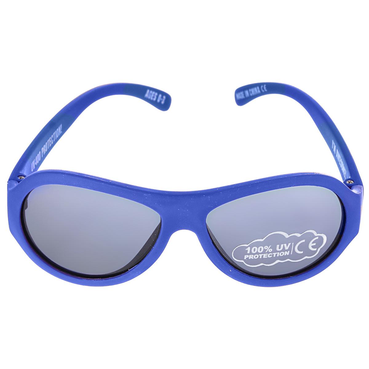 Детские солнцезащитные очки Babiators Ангелы (Angels), цвет: синий, 3-7 летINT-06501Вы делаете все возможное, чтобы ваши дети были здоровы и в безопасности. Шлемы для езды на велосипеде, солнцезащитный крем для прогулок на солнце... Но как насчет влияния солнца на глаза вашего ребенка? Правда в том, что сетчатка глаза у детей развивается вместе с самим ребенком. Это означает, что глаза малышей не могут отфильтровать УФ-излучение. Проблема понятна - детям нужна настоящая защита, чтобы глазки были в безопасности, а зрение сильным.Каждая пара солнцезащитных очков Babiators для детей обеспечивает 100% защиту от UVA и UVB. Прочные линзы высшего качества из поликарбоната не подведут в самых сложных переделках. В отличие от обычных пластиковых очков, оправа Babiators выполнена из гибкого прорезиненного материала (термопластичного эластомера), что делает их ударопрочными, их можно сгибать и крутить - они не сломаются и вернутся в прежнюю форму. Не бойтесь, что ребенок сядет на них - они все выдержат. Будьте уверены, что очки Babiators созданы безопасными, прочными и классными, так что вы и ваш ребенок можете приступать к своим приключениям!
