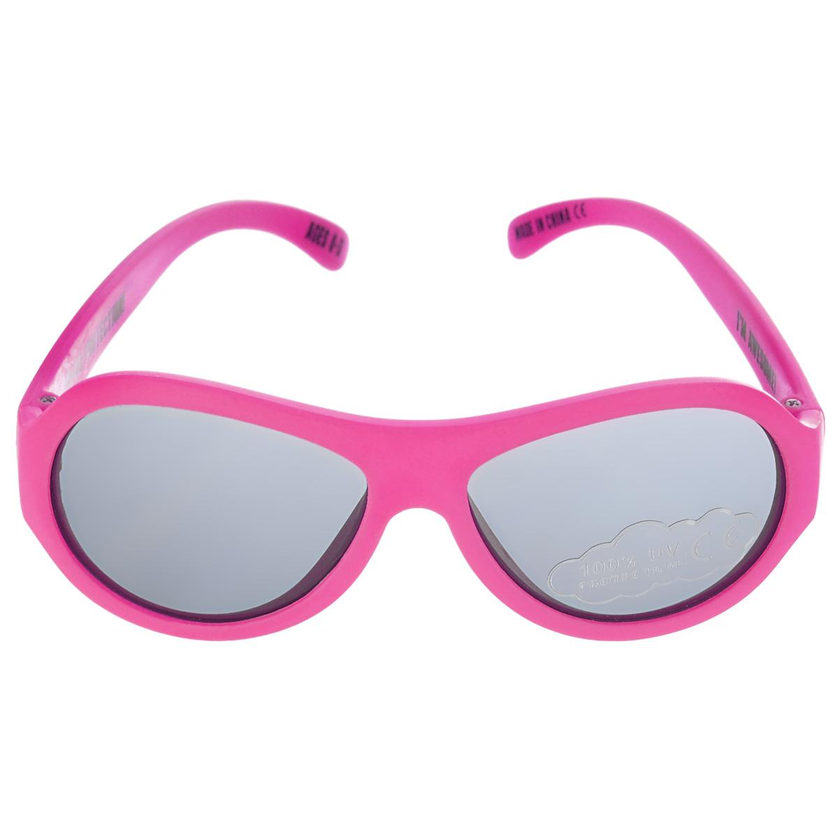 Детские солнцезащитные очки Babiators Поп-звезда (Popstar), цвет: розовый, 0-3 годаINT-06501Вы делаете все возможное, чтобы ваши дети были здоровы и в безопасности. Шлемы для езды на велосипеде, солнцезащитный крем для прогулок на солнце... Но как насчет влияния солнца на глаза вашего ребенка? Правда в том, что сетчатка глаза у детей развивается вместе с самим ребенком. Это означает, что глаза малышей не могут отфильтровать УФ-излучение. Проблема понятна - детям нужна настоящая защита, чтобы глазки были в безопасности, а зрение сильным.Каждая пара солнцезащитных очков Babiators для детей обеспечивает 100% защиту от UVA и UVB. Прочные линзы высшего качества из поликарбоната не подведут в самых сложных переделках. В отличие от обычных пластиковых очков, оправа Babiators выполнена из гибкого прорезиненного материала (термопластичного эластомера), что делает их ударопрочными, их можно сгибать и крутить - они не сломаются и вернутся в прежнюю форму. Не бойтесь, что ребенок сядет на них - они все выдержат. Будьте уверены, что очки Babiators созданы безопасными, прочными и классными, так что вы и ваш ребенок можете приступать к своим приключениям!