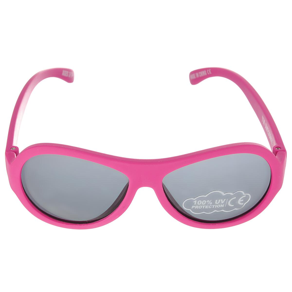Детские солнцезащитные очки Babiators Поп-звезда (Popstar), цвет: розовый, 3-7 летINT-06501Вы делаете все возможное, чтобы ваши дети были здоровы и в безопасности. Шлемы для езды на велосипеде, солнцезащитный крем для прогулок на солнце... Но как насчет влияния солнца на глаза вашего ребенка? Правда в том, что сетчатка глаза у детей развивается вместе с самим ребенком. Это означает, что глаза малышей не могут отфильтровать УФ-излучение. Проблема понятна - детям нужна настоящая защита, чтобы глазки были в безопасности, а зрение сильным.Каждая пара солнцезащитных очков Babiators для детей обеспечивает 100% защиту от UVA и UVB. Прочные линзы высшего качества из поликарбоната не подведут в самых сложных переделках. В отличие от обычных пластиковых очков, оправа Babiators выполнена из гибкого прорезиненного материала (термопластичного эластомера), что делает их ударопрочными, их можно сгибать и крутить - они не сломаются и вернутся в прежнюю форму. Не бойтесь, что ребенок сядет на них - они все выдержат. Будьте уверены, что очки Babiators созданы безопасными, прочными и классными, так что вы и ваш ребенок можете приступать к своим приключениям!