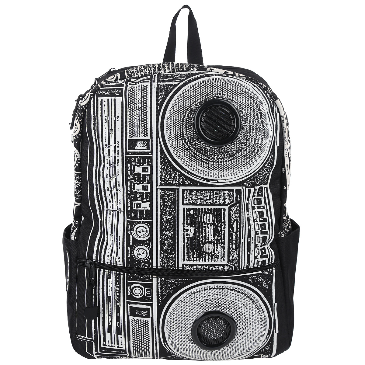 Рюкзак Mojo Pax Boombox, с динамиками, цвет: черный, белый. KZ9983489BP-303 BKСтильный городской рюкзак Mojo Pax Boombox выполнен из плотного полиэстера, материал изделия устойчив к воздействию влаги и солнца, оформлен принтом с изображением Boombox и дополнен динамиками.Рюкзак выполнен из плотного полиэстера, материал изделия устойчив к воздействию влаги и солнца. Модель очень вместительная и функциональная: в основной отсек, закрывающийся на застежку-молнию, вместятся тетрадки, учебники и другие вещи. Также имеется специальное отделение для планшета, с мягкими стенками для защиты гаджета от повреждений. Снаружи расположено 3 кармашка: один большой карман на молнии спереди и два открытых кармашка по бокам, один из них на липучке. Рюкзак имеет уплотненную спинку и мягкие широкие лямки регулируемой длины, а также петлю для переноски в руке.Однако, Boombox - это не просто обычный рюкзак. Он снабжен стереодинамиками с усилителем. Карман на липучке сбоку предназначен для iPod/iPhone, смартфона, mp3, CD плеера, которые легко подключаются к динамикам через стандартный 3,5мм разъем. Динамики работают на батарейках, 4 батарейки типа АА 1,5 V в комплект не входят.Стильный городской рюкзак Mojo Pax Boombox подходит для тех, кто привык шокировать и выделяться из толпы. Идеальный вариант для школьников и студентов.