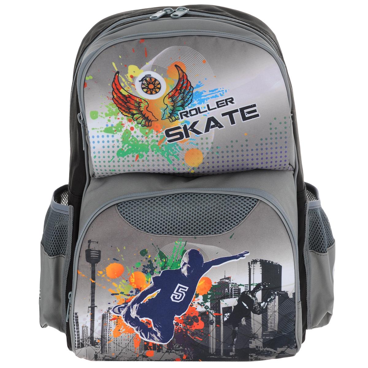 Ранец школьный Tiger Enterprise Roller Skate, цвет: серыйMD-353-4/1Стильный школьный рюкзак Roller Skate небольшого размера - это красивый и удобный ранец, который подойдет всем, кто хочет разнообразить свои школьные будни. Ранец состоит из одного основного отделения, закрывающегося на застежку-молнию с двумя бегунками. Внутри - накладной открытый карман и разделитель. На внешней стороне рюкзак имеет два накладных кармана на застежке-молнии. По бокам рюкзак имеет два сетчатых кармана, затянутых резинкой.Благодаря анатомической спинке, повторяющей контур спины и двум эргономичным плечевым ремням, длина которых регулируется, у ребенка не возникнут проблемы с позвоночником. Также есть текстильная ручка, с прорезиненной вставкой, для удобной переноски. Многофункциональный школьный ранец станет незаменимым спутником вашего ребенка в походах за знаниями.