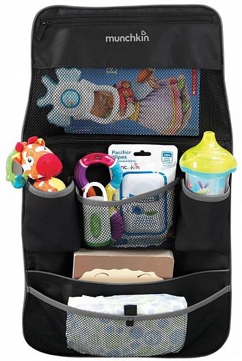Любимая игрушка всегда под рукой! Теперь на прогулку или в поездку с ребенком не обязательно брать объемную сумку, ведь все необходимые вещи поместятся в компактном органайзере Munchkin, который легко можно подвесить на спинку автомобильного сиденья или к ручкам коляски-трости. В органайзере предусмотрены различные отсеки для хранения напитков, закусок, салфеток, подгузников и других полезных мелочей.