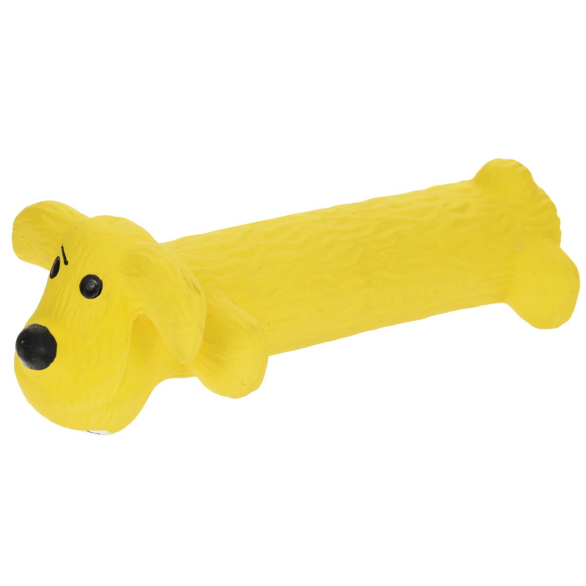 Игрушка Multipet Собака, с пищалкой, цвет: желтый, длина 15 смGLG037Прочная игрушка Multipet Собака с пищалкой изготовлена из качественного структурированного латекса - прочного и безопасного материала с использованием нетоксичных красителей. Игрушка уникальна тем, что имеет мягкий наполнитель. Устойчива к разгрызанию. Пищит при нажатии. Имеет приятный и интересный для собаки рельеф.Великолепно подходит для игры и массажа десен вашей собаки. Игрушка не позволит скучать вашему питомцу ни дома, ни на улице.