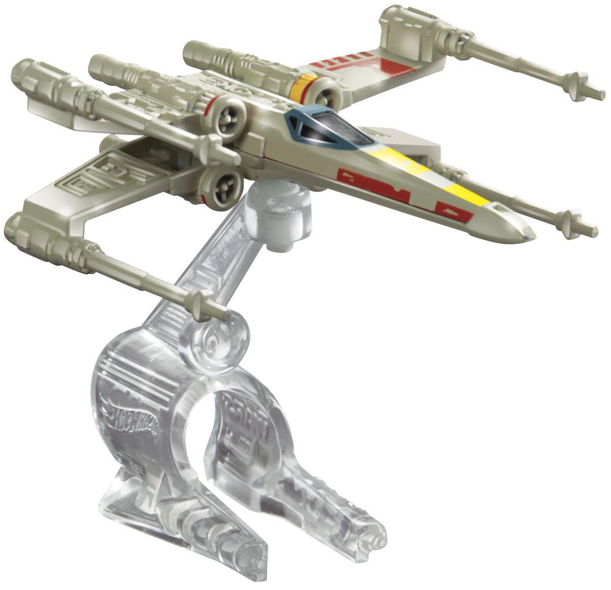 """Звездный корабль Hot Wheels """"Y-Wing Fighter Red 5"""" обязательно привлечет внимание поклонника фантастической саги """"Звездные воины"""". В комплекте звездный корабль и подставка. Надевайте на руку устройство Flight Navigator и запускайте корабль в полет по комнате, прямо как в гиперпространстве, или устраивайте яростные космические сражения. Flight Navigator можно также использовать как подставку для игрушек. Звездолеты совместимы с игровыми наборами Hot Wheels Star Wars (продаются отдельно)."""