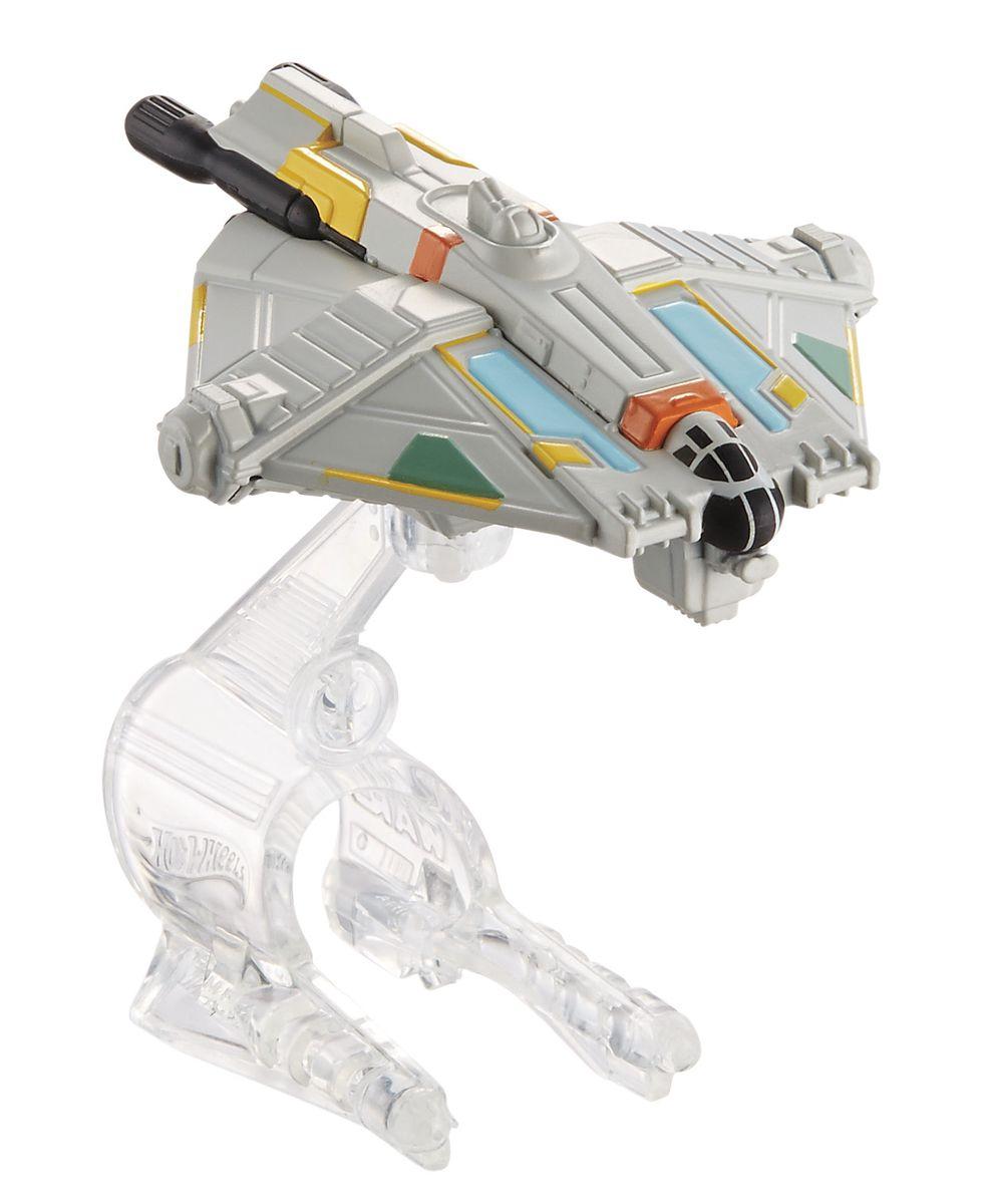 """Звездный корабль Hot Wheels """"Ghost"""" непременно приведет в восторг поклонника фантастической саги """"Звездные воины"""". В комплекте звездный корабль и подставка. Надевайте на руку устройство Flight Navigator и запускайте корабль в полет по комнате, прямо как в гиперпространстве, или устраивайте яростные космические сражения. Flight Navigator можно также использовать как подставку для игрушек. Звездолеты совместимы с игровыми наборами Hot Wheels Star Wars (продаются отдельно). Порадуйте своего ребенка такой необычной игрушкой!"""