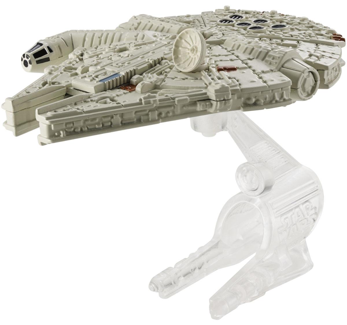 """Звездный корабль Hot Wheels """"Millennium Falcon"""" обязательно привлечет внимание поклонника фантастической саги """"Звездные воины"""". В комплекте звездный корабль и подставка. Надевайте на руку устройство Flight Navigator и запускайте корабль в полет по комнате, прямо как в гиперпространстве, или устраивайте яростные космические сражения. Flight Navigator можно также использовать как подставку для игрушек. Звездолеты совместимы с игровыми наборами Hot Wheels Star Wars (продаются отдельно)."""