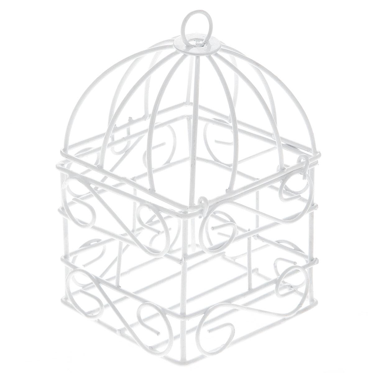 Клетка декоративная ScrapBerrys, цвет: белый, 6 х 6 х 10 см74-0120Декоративная клетка ScrapBerrys выполнена из высококачественного металла. Изделие украшено изящными коваными узорами. Изделие оснащено крышкой, которая закрывается на специальный замок. На крышке имеется крючок, за который клетку можно повесить в любое удобное место. Такая клетка подойдет для декора интерьера дома или офиса. Кроме того - это отличный вариант подарка для ваших близких и друзей.