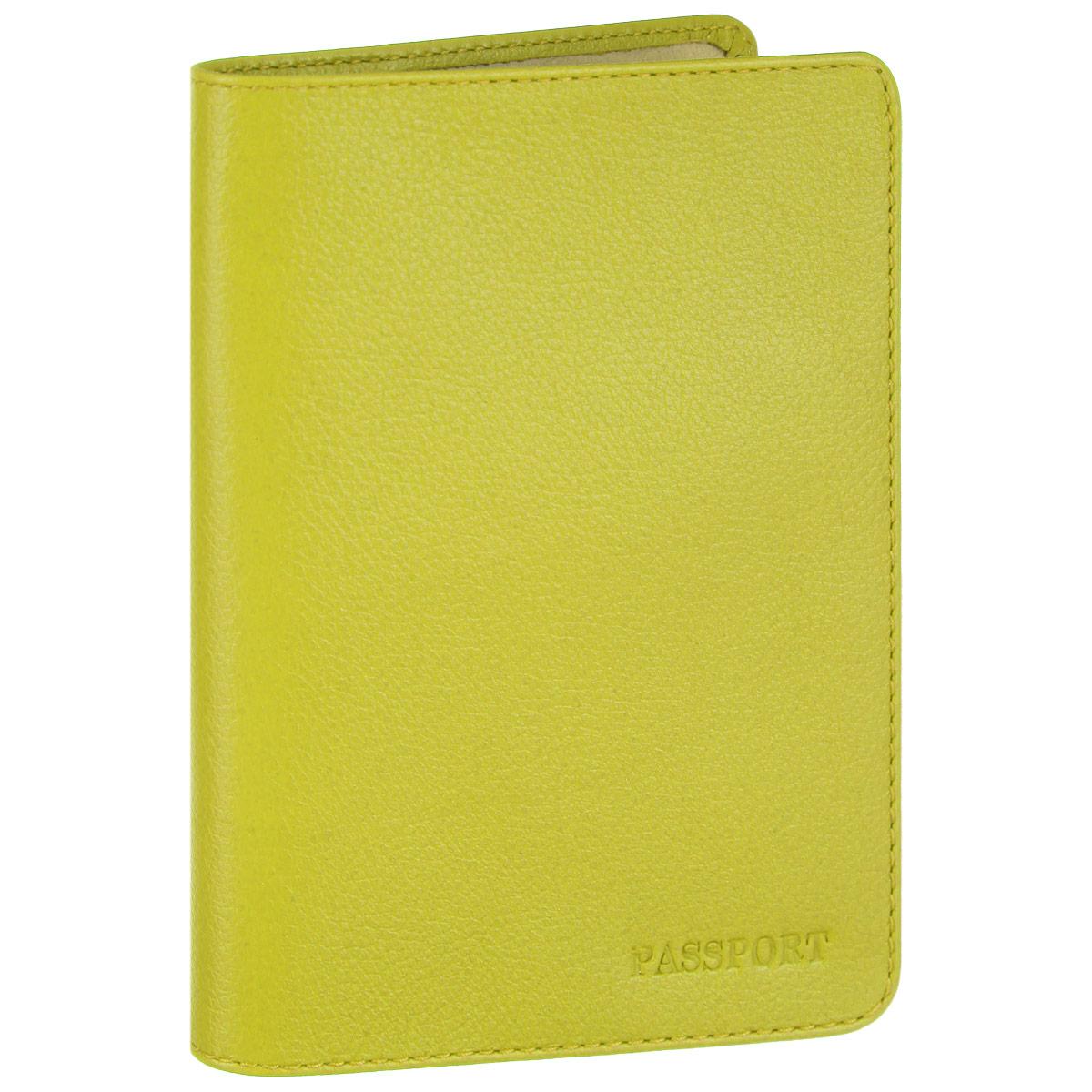 Обложка для паспорта Fabula, цвет: салатовый. O.53.FPO.53.FP. салатовыйСтильная обложка для паспорта Fabula выполнена из натуральной кожи с зернистой текстурой, оформлена надписью Passport. Обложка для паспорта раскладывается пополам, внутри расположены два пластиковых кармашка.Такая обложка для паспорта станет прекрасным и стильным подарком человеку, любящему оригинальные и практичные вещи.