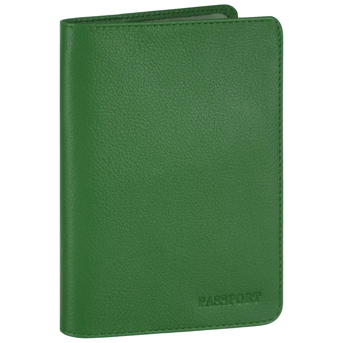 Обложка для паспорта Fabula, цвет: зеленый. O.53.FPO.53.FP. зеленыйСтильная обложка для паспорта Fabula выполнена из натуральной кожи с зернистой текстурой, оформлена надписью Passport. Обложка для паспорта раскладывается пополам, внутри расположены два пластиковых кармашка.Такая обложка для паспорта станет прекрасным и стильным подарком человеку, любящему оригинальные и практичные вещи.