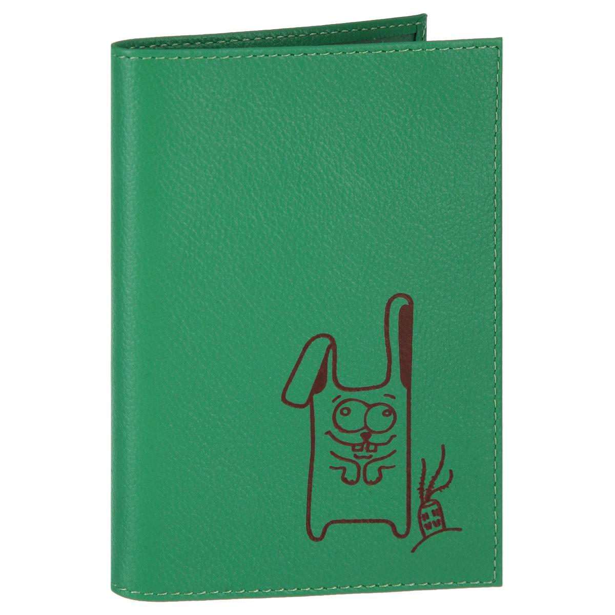Обложка для паспорта Fabula Friends цвет: зеленый. O.30.CH190Стильная обложка для паспорта Fabula Friends выполнена из натуральной кожи с зернистой текстурой, оформлена художественной печатью с изображением забавного зайчика. Обложка для паспорта раскладывается пополам, внутри расположены два пластиковых кармашка.Такая обложка для паспорта станет прекрасным и стильным подарком человеку, любящему оригинальные и практичные вещи.