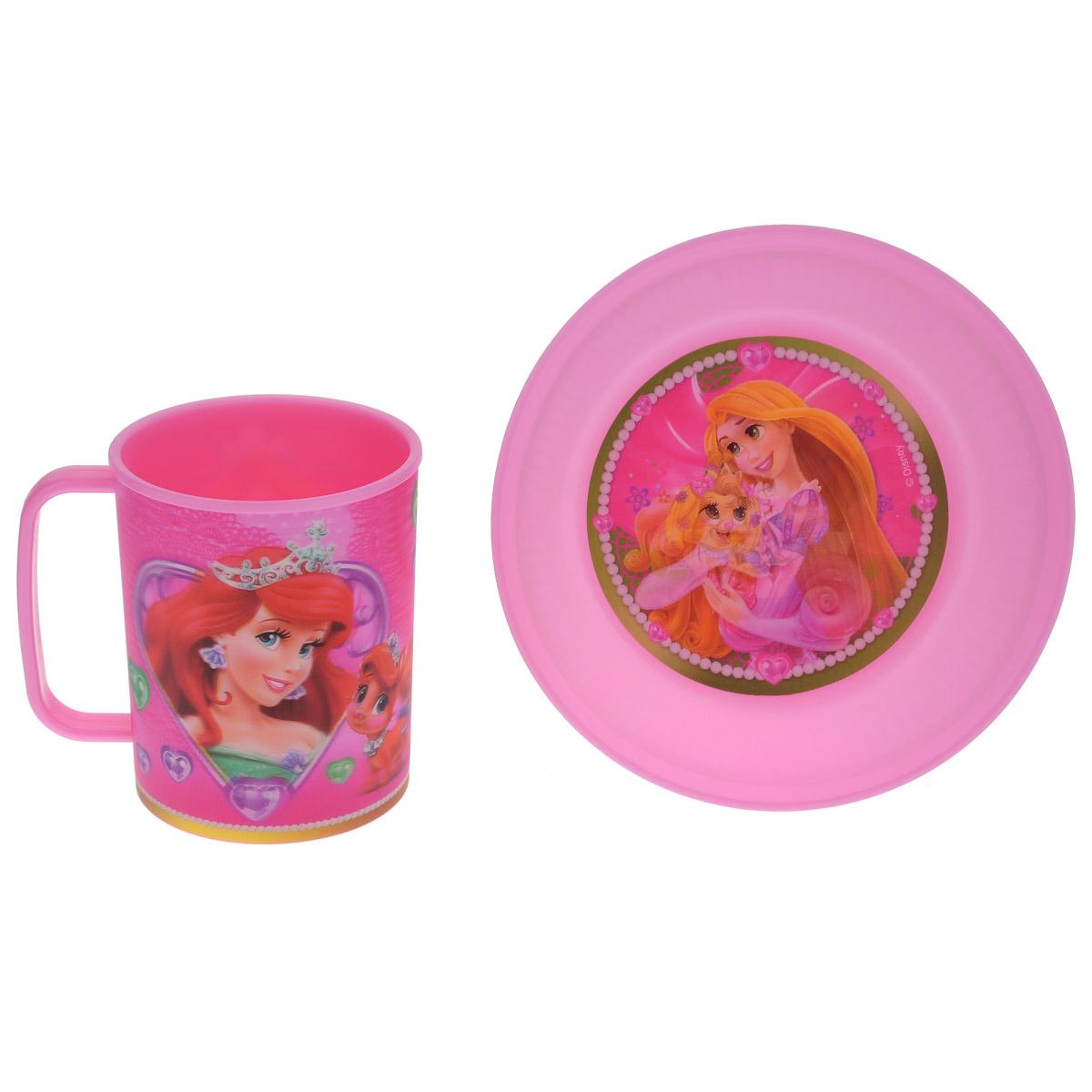 """Набор детской посуды Disney """"Принцессы. Королевские питомцы"""" состоит из кружки и тарелки. Посуда, выполненная из пищевого пластика, оформлена изображениями принцесс популярных мультфильмов. Рисунки находятся под слоем прозрачного структурного пластика (линзы), создающего эффект объемного изображения, как в 3D кино, и исключающего попадание краски в жидкость. Небьющаяся посуда, красивая, легкая и удобная в уходе, прекрасно выдерживает горячую пищу. Ваш малыш с удовольствием будет кушать вместе с любимыми героями. Объем кружки: 325 мл. Диаметр тарелки: 15 см. Высота тарелки: 5 см."""