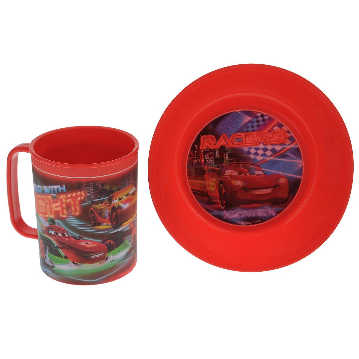 """Набор детской посуды Disney """"Тачки"""" состоит из кружки и тарелки. Посуда, выполненная из пищевого пластика, оформлена изображениями героев популярного мультфильма """"Тачки"""". Рисунки находятся под слоем прозрачного структурного пластика (линзы), создающего эффект объемного изображения, как в 3D кино, и исключающего попадание краски в жидкость. Небьющаяся посуда, красивая, легкая и удобная в уходе, прекрасно выдерживает горячую пищу. Ваш малыш с удовольствием будет кушать вместе с любимыми героями. Объем кружки: 325 мл. Диаметр тарелки: 15 см. Высота тарелки: 5 см."""