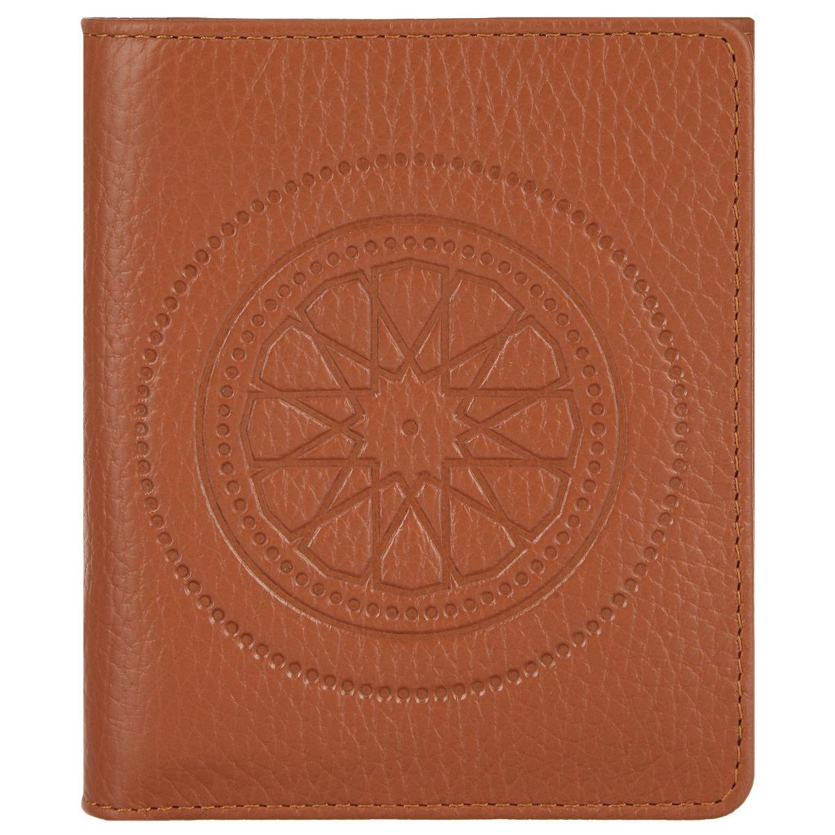 Кошелек женский Fabula Talisman, цвет: рыжий. PJ.107.SNBM8434-58AEСтильный женский кошелек Fabula Talisman выполнен из натуральной кожи с зернистой текстурой, оформлен декоративным тиснением. Кошелек закрывается на кнопку, внутри расположены: два отделения для купюр, шесть накладных карманов для пластиковых карт или визиток. Снаружи расположен карман для мелочи на кнопке.Такой кошелек станет прекрасным и стильным подарком человеку, любящему оригинальные и практичные вещи.