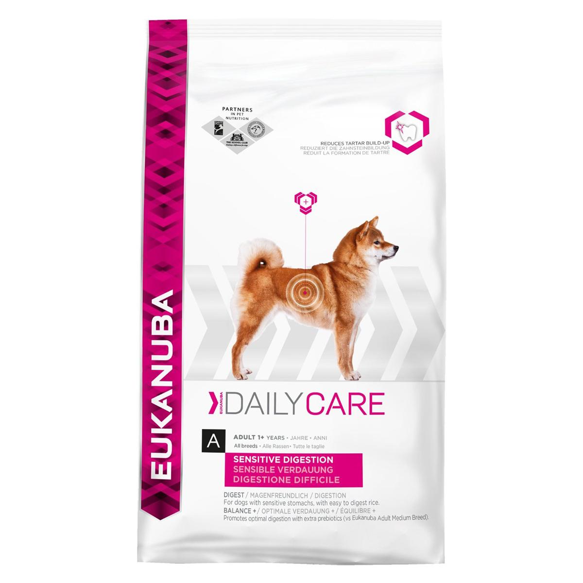 Корм сухой Eukanuba для взрослых собак с чувствительным пищеварением, 2,5 кг81053531Полноценный сбалансированный корм Eukanuba для взрослых собак всех пород возрастом от 1 года с чувствительным пищеварением, обогащенный естественными пребиотическими волокнами для здорового пищеварения. Сухая пульпа сахарной свеклы и пребиотики ФОС для здоровья микрофлоры кишечника. Легкоперевариваемый рис для собак с чувствительным пищеварением.Не содержит искусственных красителей и ароматизаторов. Содержит разрешенные ЕС антиоксиданты (токоферолы).Состав: сублимированное мясо курицы и индейки 22%, рис 21%, кукуруза, сорго, животный жир, сухая пульпа сахарной свеклы 2,8%, рыбная мука, сухое цельное яйцо, гидролизат белков животного происхождения, фруктоолигосахариды 0,77%, гидрофосфат кальция, хлорид калия, хлорид натрия, гексаметафосфат натрия, рыбий жир, карбонат кальция, льняное семя.Добавки: витамин A 46167 МЕ/кг, витамин D3 1532 МЕ/кг, витамин E 256 мг/кг, бета-каротин 5,0 мг/кг. Микроэлементы: базовый карбонат кобальта, моногидрат 0,50 мг/кг, пентагидрат сульфат меди 47 мг/кг, йодид калия 3,4 мг/кг моногидрат сульфат железа 633 мг/кг, сульфат марганца моногидрат 48 мг/кг, оксид марганца 34 мг/кг, оксид цинка 220 мг/кг.Вес: 2,5 кг.Товар сертифицирован.