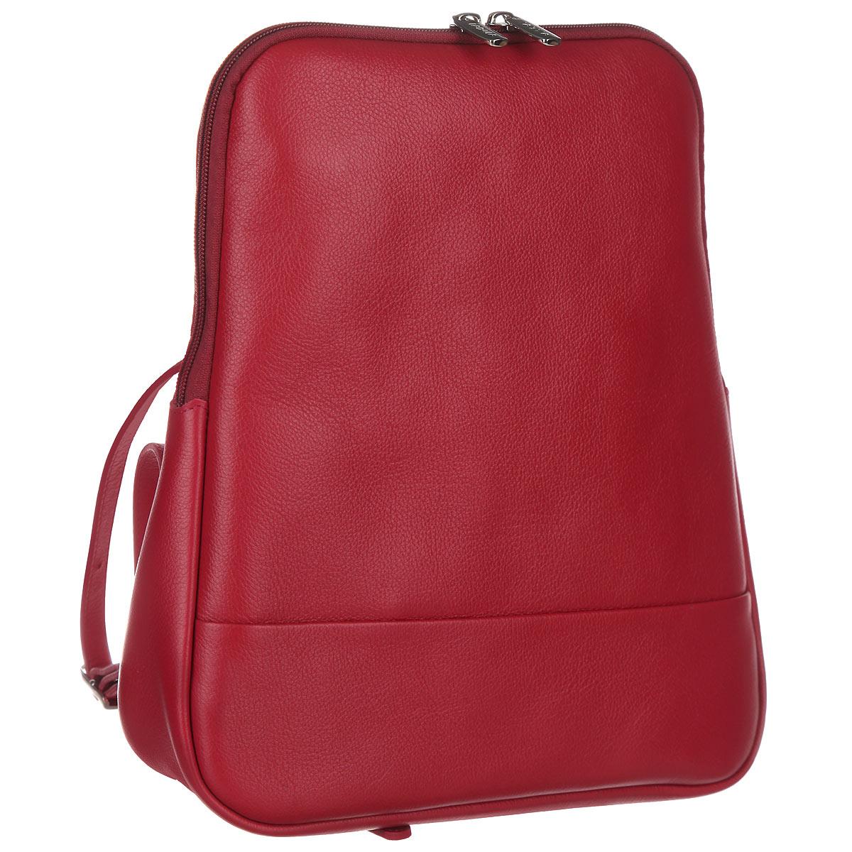 Рюкзак женский Fabula, цвет: ягодный. S.141.FP101225Стильный женский рюкзак Fabula из коллекции Every day выполнен из натуральной кожи и оформлен фактурным тиснением. Закрывается на молнию. Изделие содержит одно основное отделение, закрывающееся на застежку-молнию. Внутри - врезной карман на молнии, два накладных кармашка для мобильного телефона и мелочей. На внешней оборотной стороне два регулируемых за счет пряжек плечевых ремня.Рюкзак упакован в фирменный пакет.Оригинальный рюкзак станет незаменимым спутником в маленьком путешествии, поможет вам подчеркнуть свою индивидуальность и сделает ваш образ изысканным и завершенным.