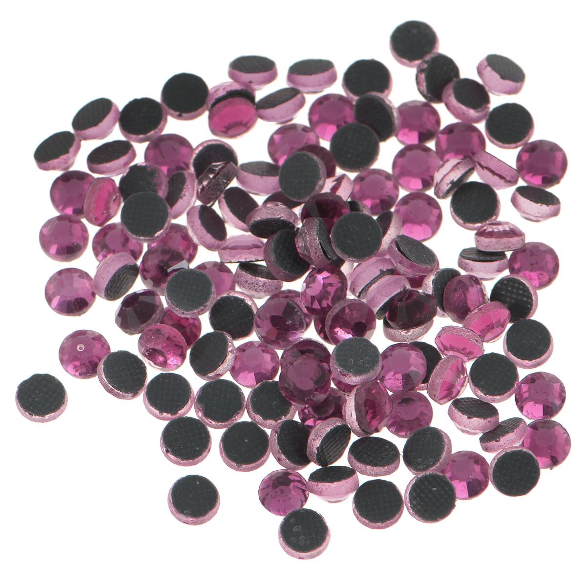 Стразы термоклеевые Cristal, цвет: розовый (209), диаметр 4 мм, 144 шт19201Набор термоклеевых страз Cristal, изготовленный из высококачественного акрила, позволит вам украсить одежду, аксессуары или текстиль. Яркие стразы имеют плоское дно и круглую поверхность с гранями.Дно термоклеевых страз уже обработано особым клеем, который под воздействием высоких температур начинает плавиться, приклеиваясь, таким образом, к требуемой поверхности. Чаще всего их используют в текстильной промышленности: стразы прикладывают к ткани и проглаживают утюгом с обратной стороны. Также можно использовать специальный паяльник. Украшение стразами поможет сделать любую вещь оригинальной и неповторимой. Диаметр стразы: 4 мм.