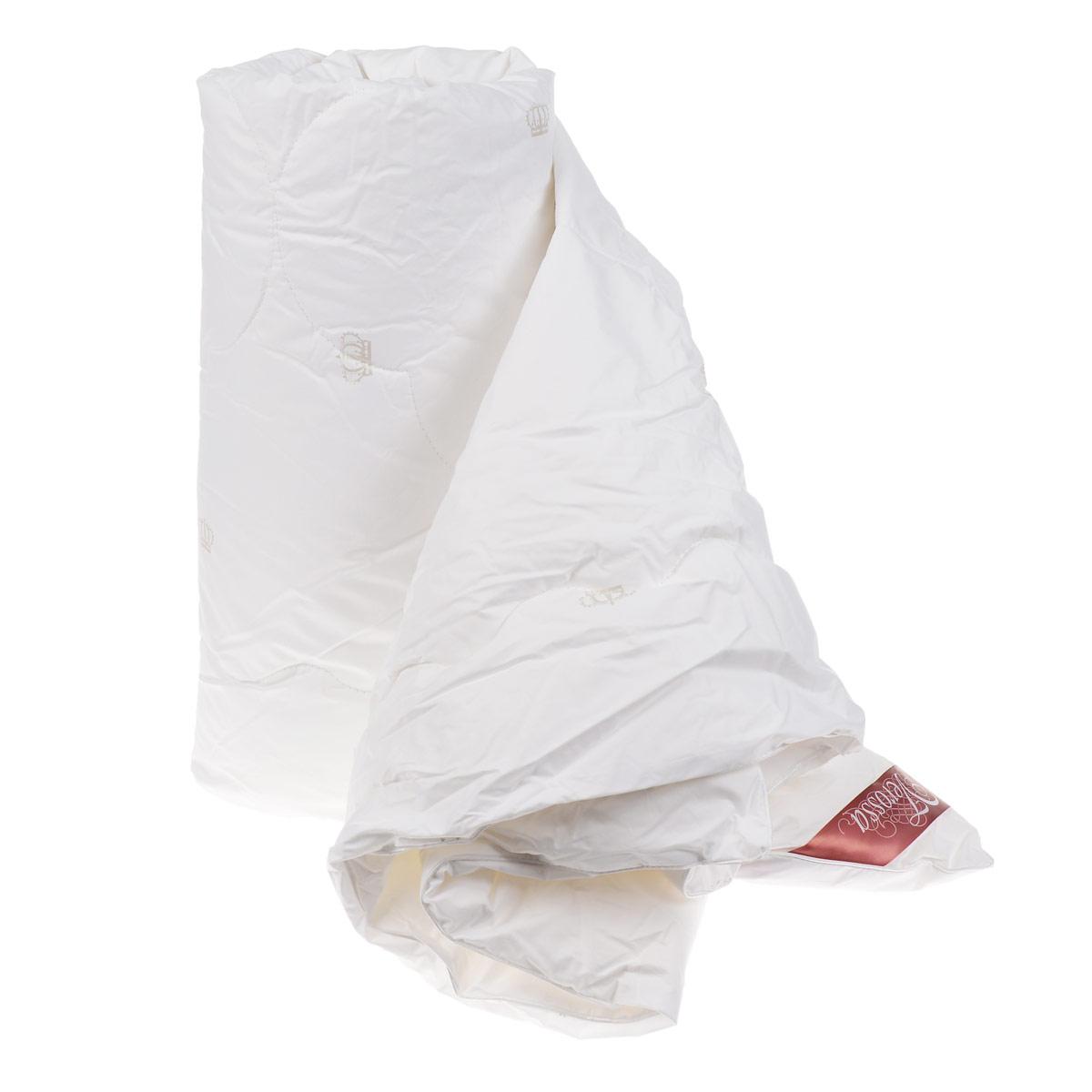 Одеяло Verossa, наполнитель: лебяжий пух, цвет: белый, 172 х 205 смCLP446Одеяло Verossa - стильная и комфортная постельная принадлежность, которая подарит уют и позволит окунуться в здоровый и спокойный сон. Чехол одеяла выполнен из перкаля пуходержащего (100% хлопка). Внутри - наполнитель из искусственного лебяжьего пуха, который является аналогом натурального пуха и представляет собой сверхтонкое волокно нового поколения. Благодаря этому одеяло очень мягкое и легкое, не накапливает пыль и запахи. Важным преимуществом является гипоаллергенность наполнителя, поэтому одеяло отлично подходит как взрослым, так и детям. Легкое и объемное, оно имеет среднюю степень теплоты и отличную терморегуляцию: под ним будет тепло зимой и не жарко летом. Одеяло просто в уходе, подходит для машинной стирки, быстро сохнет, отличается износостойкостью и практичностью. Материал чехла: перкаль пуходержащий (100% хлопок). Наполнитель: искусственный лебяжий пух (100% полиэстер). Плотность наполнителя: 150 г/м2. наполнитель-искуственный лебяжий пух, ткань верха-перкаль пуходержащий 100% хлопок
