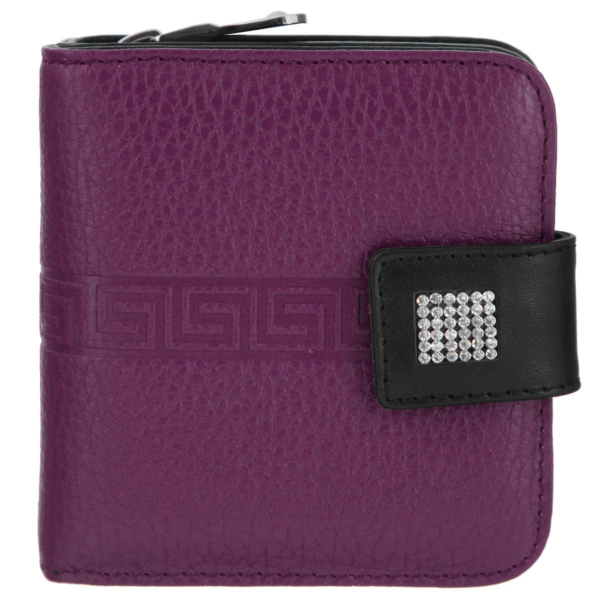 Кошелек женский Dimanche Parfum, на молнии, цвет: фиолетовый, черный. 842/1BM8434-58AEСтильный кошелек Dimanche Rich изготовлен из натуральной матовой кожи высшего качества с оригинальным тиснением.Кошелек состоит из двух отделений. В первом, имеется два отделения для купюр и восемь кармашков для кредитных карт. Отделение закрывается на узкий хлястик с кнопкой, который выполнен из кожи черного цвета и оформлен стразами. Второе отделение для мелочи закрывается на молнию.В изготовлении этого изделия использованы высококачественные стразы. Они были изготовлены в Египте, а идеальную форму и блеск им придали в Италии.Упакован в фирменную коробку. Такой кошелек станет замечательным подарком человеку, ценящему качественные и практичные вещи.