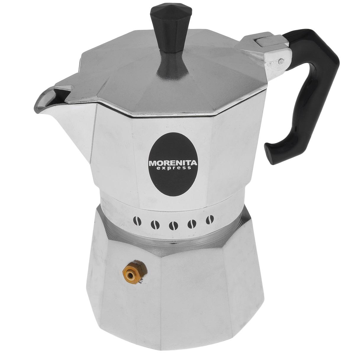 Кофеварка гейзерная Morenita Express, на 3 чашки, 200 мл68/5/4Компактная гейзерная кофеварка Morenita Express изготовлена из высококачественного алюминия. Объема кофе хватает на 3 чашки. Изделие оснащено удобной пластиковой ручкой.Принцип работы такой гейзерной кофеварки - кофе заваривается путем многократного прохождения горячей воды или пара через слой молотого кофе. Удобство кофеварки в том, что вся кофейная гуща остается во внутренней емкости. Гейзерные кофеварки пользуются большой популярностью благодаря изысканному аромату. Кофе получается крепкий и насыщенный. Теперь и дома вы сможете насладиться великолепным эспрессо. Подходит для газовых, электрических и стеклокерамических плит. Объем: 200 мл.