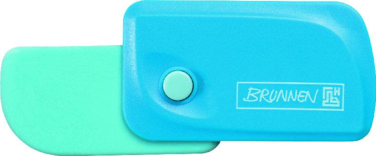 Brunnen Ластик Клик, цвет: голубой72523WDАвтоматический ластик Brunnen Клик станет незаменимым аксессуаром на рабочем столе не только школьника или студента, но и офисного работника. Ластик в пластиковом прямоугольном корпусе голубого цвета. На корпусе имеются отверстия для подвесок и брелоков. Ластик выдвигается из корпуса с приятным приглушенным щелчком (сбоку на корпусе есть кнопка для выдвижения ластика). Выдвигающийся ластик имеет прямоугольную форму со слегка закругленным одним краем.