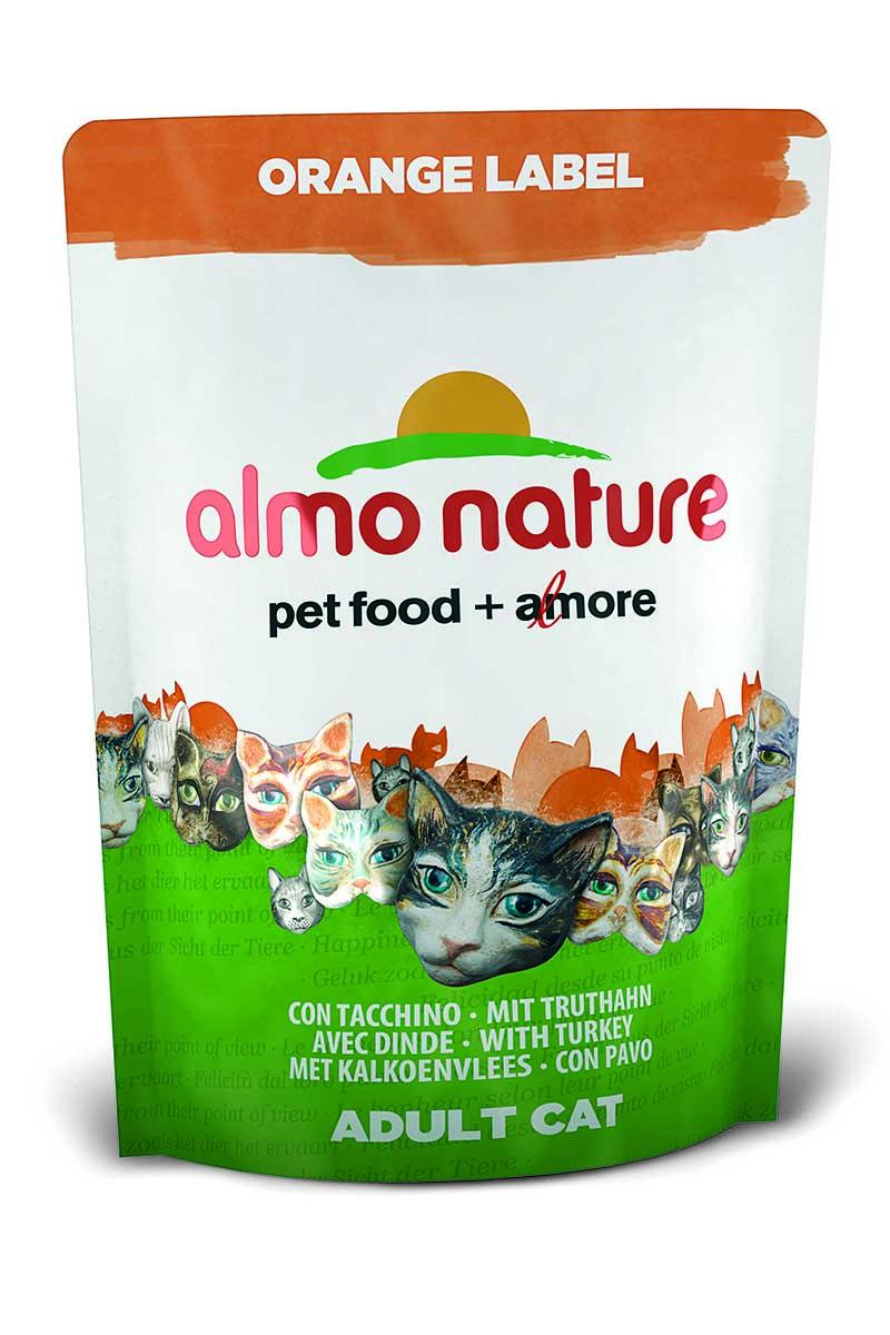 Корм сухой Almo Nature Orange label для кастрированных кошек, с индейкой, 105 г23237Полнорационный корм Almo Nature Orange label рекомендован для кастрированных кошек.Корм содержит большой процент свежего мяса, что обеспечивает необходимым количеством питательных веществ и оптимальным содержанием протеина. Прекрасный вкус обеспечивается за счет свежих натуральных ингредиентов. Не содержит искусственных добавок, красителей, ароматизаторов, консервантов. Состав: мясо индейки и ее производные (из которых 20% дегидрированного мяса и 18% свежегомяса), злаки, масла и жиры, экстракт растительного белка, дрожжи, минералы, субпродуктырастительного происхождения.Питательные добавки: таурин 0,6 г/кг, L-карнитин 0,11 г/кг, витамин D3 340 МЕ/кг, витамин Е 170 мг/кг, витамин С 85 мг/кг.Микроэлементы: железо 10 мг/кг, медь 0,1 мг/кг, цинк 69 мг/кг, марганец 0,6 мг/кг.Гарантированный анализ: белки – 33,5%, клетчатка – 1,3%, жиры – 16%, зола – 6,5%, влажность8%.Товар сертифицирован.