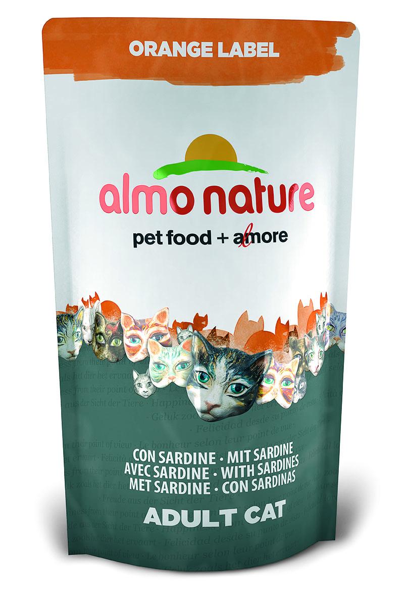 Корм сухой Almo Nature Orange label для кастрированных кошек, с сардиной, 750 г0120710Полнорационный корм Almo Nature Orange label рекомендован для кастрированных кошек.Корм содержитбольшой процент свежей рыбы, что обеспечивает необходимым количеством питательныхвеществ и оптимальным содержанием протеина. Прекрасный вкус обеспечивается за счетсвежих натуральных ингредиентов. Не содержит искусственныхдобавок, красителей, ароматизаторов, консервантов. Состав: мясо сардин и их производные 45% (из которых 27% свежего филе и 10%дегидрированного мяса), злаки, экстракт растительного белка, масла и жиры, дрожжи, минералы,субпродукты растительного происхождения.Питательные добавки: таурин 0,5 г/кг, L-карнитин 0,09 г/кг, витамин D3 269 МЕ/кг, витамин Е 135мг/кг, витамин С 67 мг/кг.Микроэлементы: железо 8 мг/кг, медь 0,1 мг/кг, цинк 55 мг/кг, марганец 0,5 мг/кг.Гарантированный анализ: белки – 35,7%, клетчатка – 1,3%, жиры – 12,1%, зола – 7,1%,влажность 8%.Калорийность: 3528 ккал/кг.Товар сертифицирован.