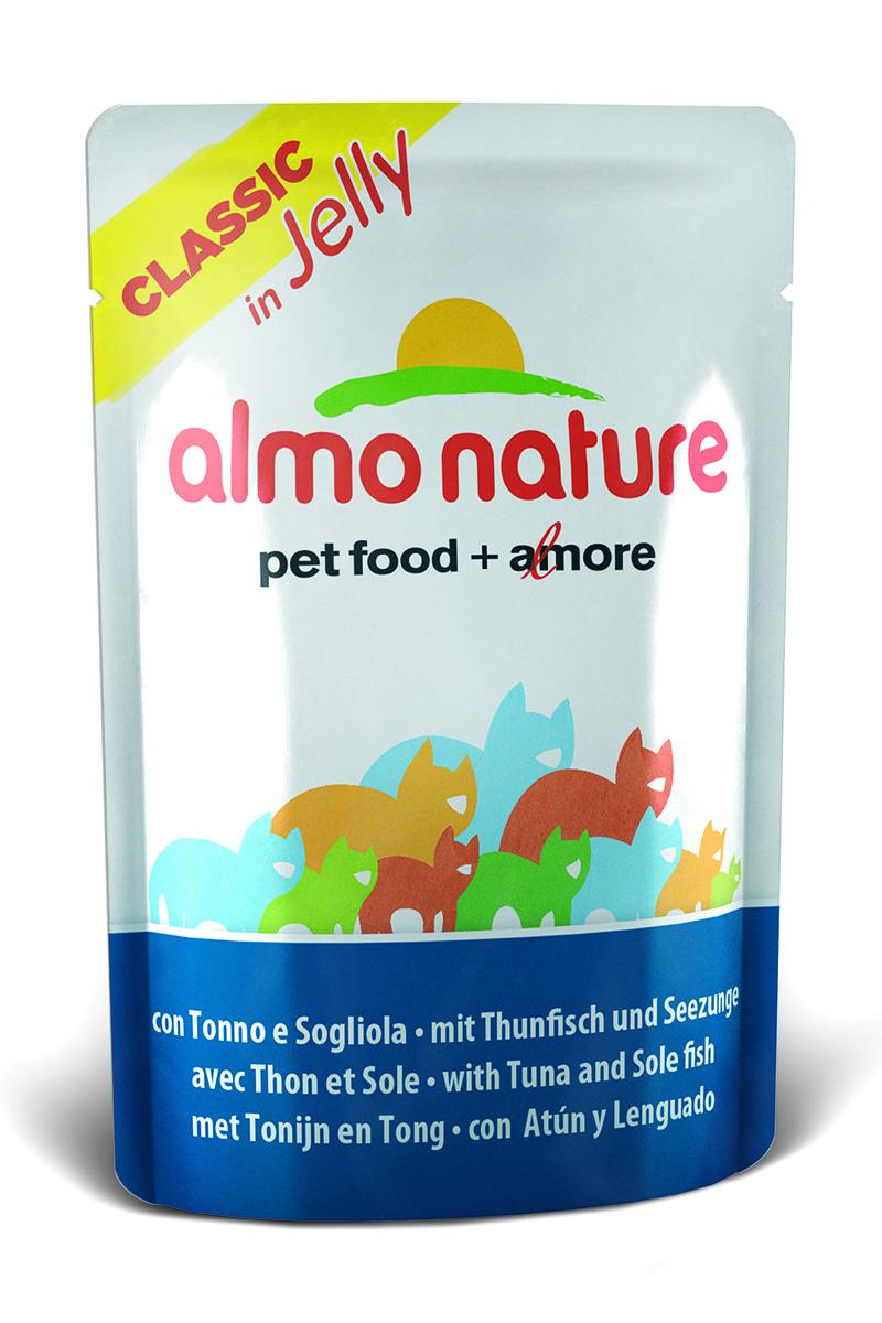 Консервы для кошек Almo Nature Classic, тунец и камбала в желе, 55 г0120710Консервы Almo Nature Classic - восхитительно вкусный функциональный влажный корм для кошек, содержащий желатин, который является натуральным средством для вывода шерсти из организма животного, помогающий защитить пищеварительный тракт от раздражения, а также он придает корму восхитительно нежную структуру. Консервы приготовлены из самых свежих отборных ингредиентов уровня Human Grade (качество как для людей), являющихся натуральным естественным источником витаминов и микроэлементов. Состав: тунец - 40%, камбала - 5,5%, рис 1%, рыбный бульон в желатине (желе) - 53,5%.Гарантированный анализ: белки – 12%, клетчатка - 1%, жиры - 0,3%, Зола - 3%, влажность – 85%.Калорийность – 440 ккал/кг.Товар сертифицирован.