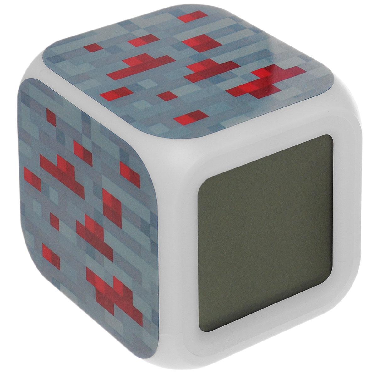 Часы-будильник настольные Minecraft Блок красной руды, пиксельные, с подсветкой, цвет: серый, красный. N03351300074_ежевикаНастольные часы Minecraft Блок красной руды своим эксклюзивным дизайном подчеркнут оригинальность интерьера вашего дома. Изделие выполнено в виде блока красной руды. Часы создающие настроение. Это - светильник, часы, будильник. Семь оттенков мягкой подсветки, термометр и календарь. Все данные отображаются на ЖК-дисплее.Настольные часы Minecraft станут прекрасным аксессуаром для вашего дома, либо прекрасным подарком, который обязательно понравится получателю. Необходимо докупить 4 батарейки типа ААА (в комплект не входят).
