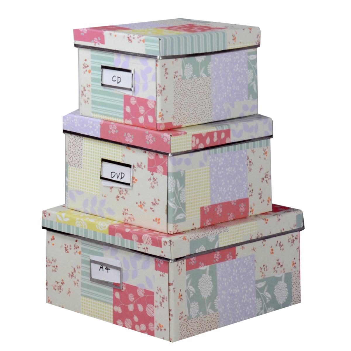 Набор коробок для хранения Нежность, 3 штБрелок для ключейКофры для хранения Нежность прекрасно подойдут для хранения личных вещей, различных аксессуаров, а также бытовых предметов. В комплекте 3 прямоугольных кофра разного размера, с крышками. Изделия выполнены из плотного картона, внешняя поверхность оформлена красивым растительным узором пастельных оттенков. Каждая из коробок снабжена специальным окошком, куда можно поместить стикер с пометкой содержимого. Эстетичный дизайн позволит набору гармонично вписаться в любой интерьер.Размер малого кофра: 16 см х 28 см х 14 см. Размер среднего кофра: 21 см х 28 см х 15 см. Размер большого кофра: 25 см х 36 см х 15 см.