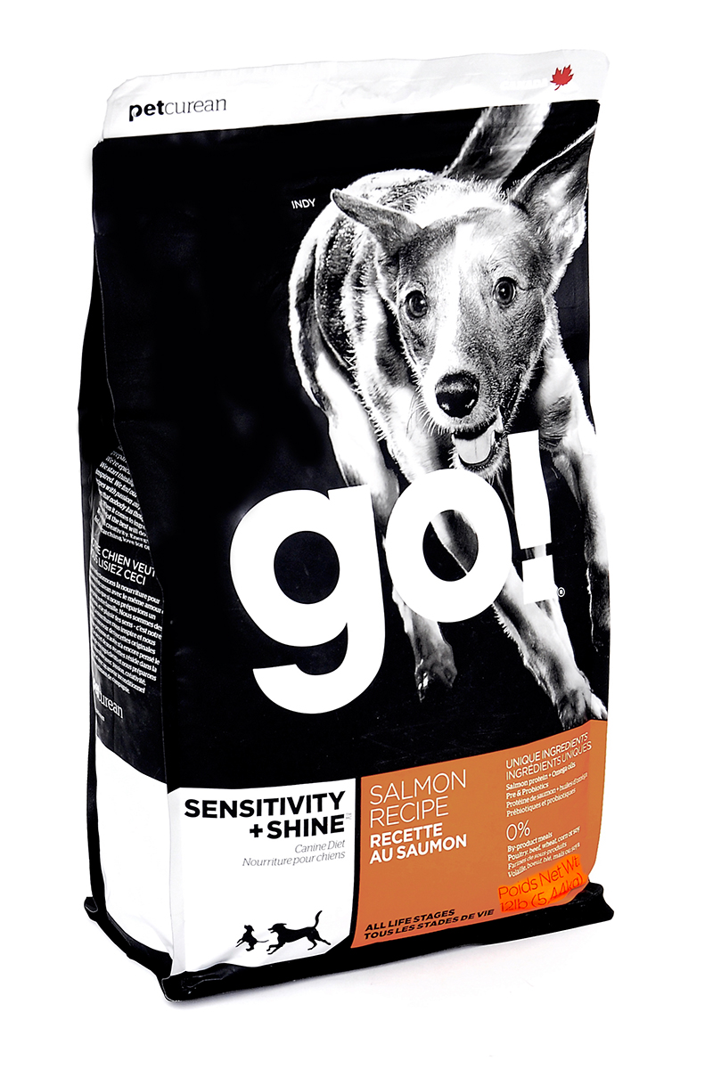 Корм сухой GO! для щенков и собак, с лососем и овсянкой, 5,44 кг0120710Сухой корм GO! - полностью сбалансированный холистик корм из свежего канадского лосося и овсянки. Идеально подходит собакам с чувствительным пищеварением, склонным к аллергиям, и собакам с длинной роскошной шерстью. Ключевые преимущества: - не содержит ГМО, гормонов, субпродуктов, красителей, искусственных консервантов, - не содержит говядины, пшеницы, кукурузы, сои, - пробиотики и пребиотики обеспечивают здоровое пищеварение, - омега-масла в составе необходимы для здоровой кожи и шерсти, - антиоксиданты укрепляют иммунную систему, - сложные углеводы - отличный источник энергии. Состав: свежее мясо лосося, овсяные хлопья, картофель, филе лосося, масло канолы (источник витамина Е), яблоки, натуральный ароматизатор, семена льна, лебеда, зерна камута, карбонат кальция, хлорид калия, хлорид натрия, сушеные водоросли, витамины (витамин А, витамин D3, витамин Е, инозитол, ниацин, L-аскорбил-2-полифосфатов (источник витамина С), D-пантотенат кальция, мононитрат тиамина, бета-каротин, рибофлавин, пиридоксин гидрохлорид, фолиевая кислота , биотин, витамин В12), минералы (цинк метионин комплекс, цинка протеинат, железа протеинат, меди протеинат, оксид цинка, марганца протеинат, сульфат меди, сульфат железа, йодат кальция, оксид марганца, селена, дрожжи), сушеный корень цикория, L-лизин, Lactobacillus, Enterococcusfaecium, Aspergillus, экстракт юкка шидигера, сушеный розмарин. Гарантированный анализ: белки - 22%, жиры - 12%, клетчатка - 3.5%, влажность - 10%, кальций - 1%, фосфор - 0,7%, жирные кислоты Омега 6 - 1,8%, жирные кислоты Омега 3 - 0,36%, лактобактерии (Lactobacillus acidophilus, Enterococcus faecium) - 90000000 cfu/lb. Калорийность: 3561 ккал/кг. Вес: 5,44 кг. Товар сертифицирован.