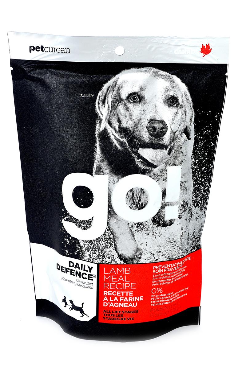 Корм сухой Go! для щенков и собак, с ягненком, 230 г0120710Корм для щенков и собак Go! - полноценный корм обогащенный питательными веществами, обеспечивающий здоровье и активность вашего питомца на протяжении всей его жизни. В состав корма входят высококачественные источники белков, фрукты и овощи, богатые антиоксидантами и все необходимые жирные кислоты. Ключевые преимущества: - ягненок является единственным источником белка, обеспечивающего собаку необходимой энергией для активной жизни и хорошего настроения, - высококачественные гипоаллергенные ингредиенты подходят для чувствительной пищеварительной системы и защищают от проблем с ЖКТ, - оптимальное соотношение белков и жиров помогает собаке всегда оставаться в отличной физической форме, сохранять мышечную массу и не набирать лишний вес, - омега-3 и омега-6 жирные кислоты ухаживают за кожей и шерстью питомца, - кальций и фосфор укрепляют кости и зубы, помогают правильно развиться скелету, - весь комплекс витаминов и минералов в целом поддерживает здоровье сердечно-сосудистой, иммунной, выделительной систем, - пребиотики и пробиотики нормализуют работу кишечника и улучшают работу пищеварительной системы. Состав: свежее мясо ягненка, овсянка, коричневый рис, филе ягненка, каноловое масло (с Витамином Е в качестве консерванта), масло кокосового ореха, льняное семя, люцерна, рисовые отруби, яблоки, морковь, клюква, хлорид натрия, карбонат кальция, хлорид калия, дрожжевой экстракт, сушеные водоросли, сушеный корень цикория, Lactobacillus, Enterococcusfaecium, витамины (витамин А, витамин D3 , витамин Е, инозитол, ниацин, L-аскорбил-2-полифосфатов (источник витамина С), D-пантотенат кальция, мононитрат тиамина, бета-каротин, рибофлавин, пиридоксин гидрохлорид, фолиевая кислота, биотин, витамин В12, минералы (цинка протеинат, железа протеинат, меди протеинат, оксид цинка, марганца протеинат, сульфат меди, сульфат железа, йодат кальция, оксид марганца, селена, дрожжи), DL-метионин, L-лизин, фосфат кальция, таурин, Asperg
