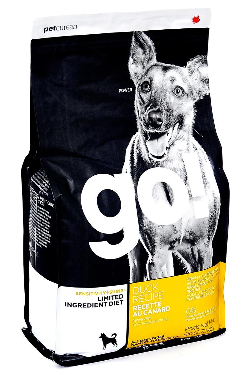 Корм сухой GO! для щенков и собак с чувствительным пищеварением, беззерновой, с цельной уткой, 2,72 кг10351Сухой корм GO! предназначен для щенков и собак, в составе которого используется утка в качестве единственного источника белка. Корм разработан специально для собак с особыми диетическими потребностями и пищевой чувствительностью. Состав: филе утки, дегидрированное мясо утки, горох, тапиока, чечевица, нут, масло канолы (с Витамином Е в качестве консерванта), кокосовое масло (с Витамином Е в качестве консерванта), натуральный ароматизатор, карбонат кальция, фосфат кальция, хлорид натрия, калия хлорид, сушеный корень цикория, хлорид холина, витамины (витамин А, витамин D3 добавки, витамин Е, инозитол, ниацин, L-аскорбил-2-полифосфат (источник витамина С), пантотенат д-кальция, тиамина мононитрат, бета-каротин, рибофлавин, пиридоксин гидрохлорид, фолиевая кислота, биотин, витамин В12), минералы (протеинат цинка, протеинат железа, протеинат меди, оксид цинка, протеинат марганца, сульфат меди, сульфат железа, йодат кальция, оксид марганца, селен), розмарин. Гарантированный анализ: белки (min) - 24%, жиры (min) - 12%, клетчатка (max) - 4.5%, влага (max) - 10%, кальций (min) - 1%, фосфор (min) - 0,8%, жирные кислоты Omega 6 (min) - 1,8%, жирные кислоты Omega 3 (min) - 0,3%. Калорийность: 3991 ккал /кг. Вес: 2,72 кг. Товар сертифицирован.