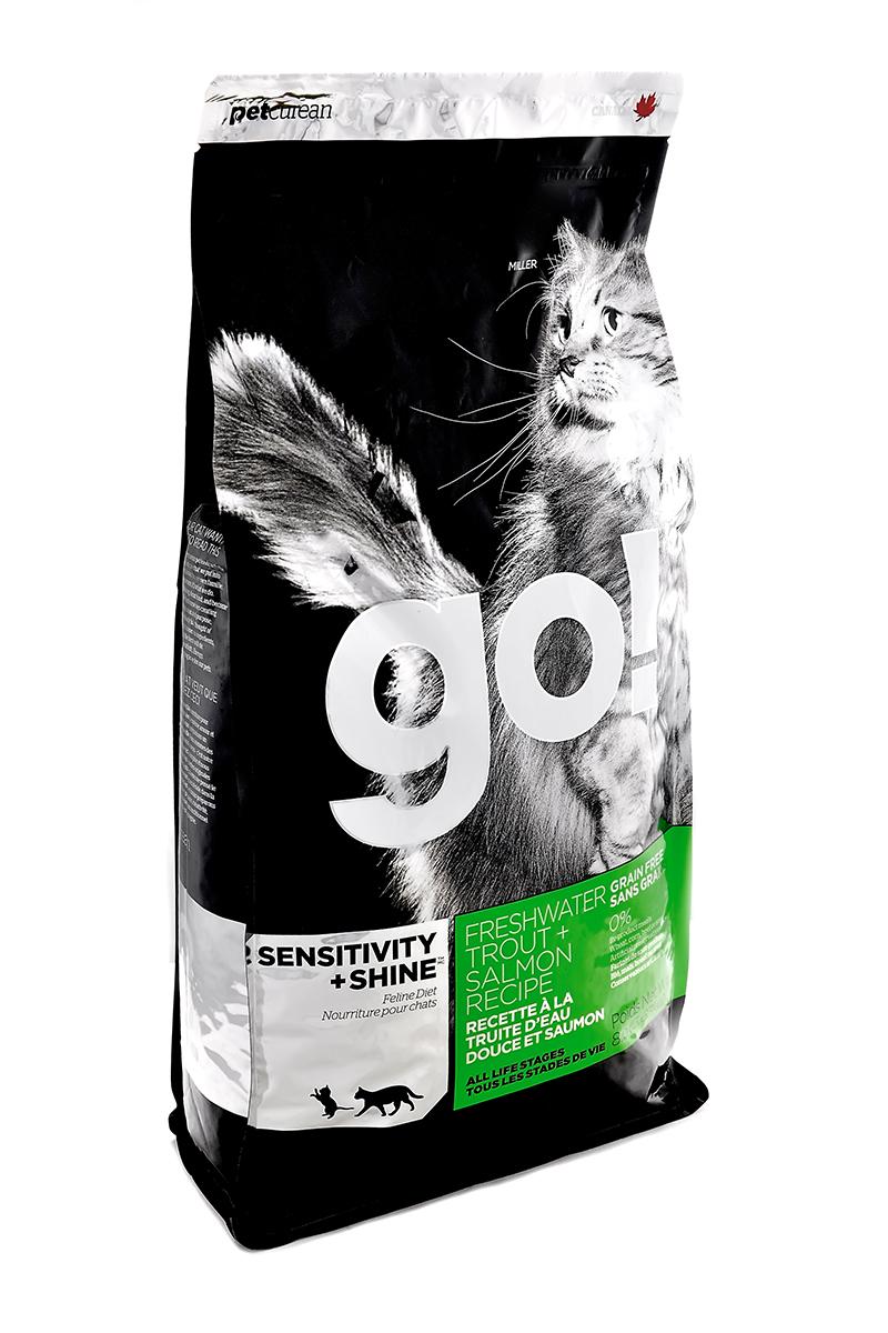 Корм сухой Go! для кошек и котят с чувствительным пищеварением, беззерновой, с форелью и лососем, 3,63 кг1124Беззерновой сухой корм Go! для котят и кошек - это полностью сбалансированный корм из свежего мяса канадской пресноводной форели, лосося, сельди, приправленный картофелем, тыквой, шпинатом. Идеально подходит кошкам с чувствительным пищеварением, склонным к аллергиям и кошкам с длинной роскошной шерстью.Ключевые преимущества:- Форель, лосось, омега-масла в составе необходимы для здоровой кожи и блестящей шерсти, - Восхитительный вкус, приятный аромат,- Мелкие крокеты будут по вкусу самым привередливым кошкам, - Не содержит субпродуктов, красителей, говядины, мясных ингредиентов, выращенных на гормонах,- Таурин необходим для здоровья глаз и нормального функционирования сердечной мышцы,- Пробиотики и пребиотики обеспечивают здоровое пищеварение,- Омега-масла в составе необходимы для здоровой кожи и шерсти,- Антиоксиданты укрепляют иммунную систему.Состав: филе форели, свежее мясо лосося, свежее мясо сельди, натуральный рыбный ароматизатор, картофель, куриный жир (источник витамина Е), горошек, картофельная мука, масло лосося, тыква, морковь, бананы, черника, клюква, чечевица, брокколи, шпинат, творог, люцерна, ежевика, папайя, ананас, фосфорная кислота, хлорид натрия, хлорид калия, DL-метионин, таурин, холин хлорид, Lactobacillus, Enterococcusfaecium, Aspergillus, сухой корень цикория, L-лизин, витамины (витамин А, витамин D3, витамин Е, никотиновая кислота, инозит, L-аскорбил-2-полифосфатов (источник витамина С), тиамина мононитрат, D-пантотенат кальция, рибофлавин, пиридоксин гидрохлорид, бета-каротин, фолиевая кислота, биотин, витамин В12), минералы (цинка протеинат, железа протеинат, меди протеинат, оксид цинка, марганца протеинат, сульфат меди, йодаткальция, сульфат железа, оксид марганца, селенит натрия), экстракт юкка Шидигера, дрожжевой экстракт, сушеный розмарин.Гарантированный анализ: белки 45%, жиры 18%, клетчатка 1,5%, влажность 10%, зола 7,5%, фосфо