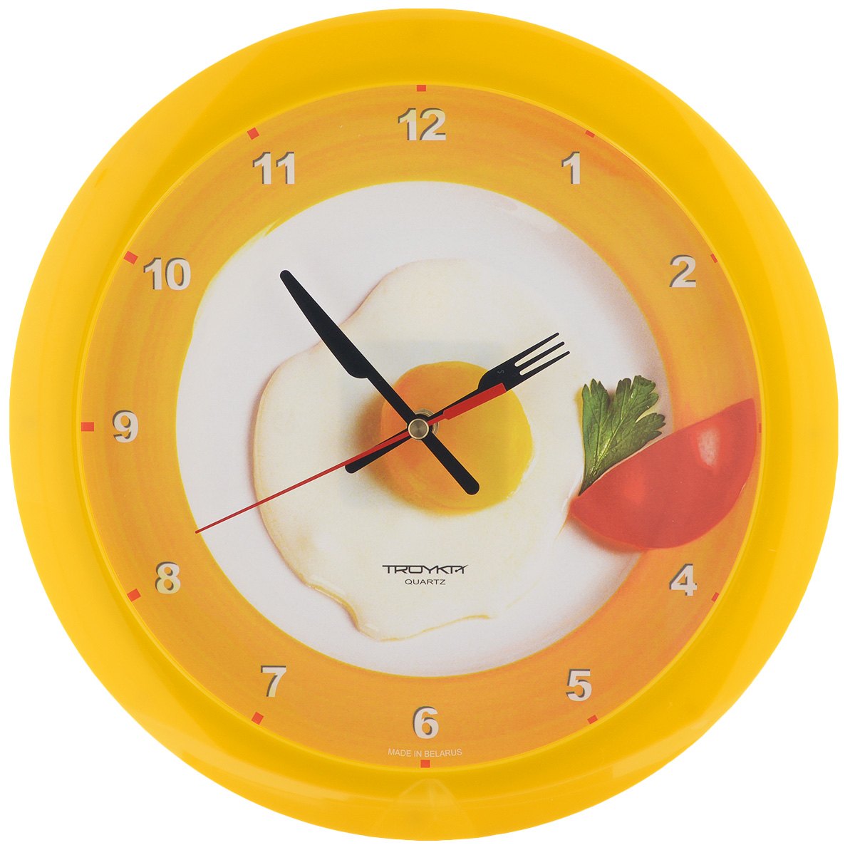 Часы настенные Troyka Яичница, цвет: белый, желтый. 11150178116-CLНастенные кварцевые часы Troyka Яичница, изготовленные из пластика, прекрасно подойдут под интерьер вашего дома. Круглые часы имеют три стрелки: часовую, минутную и секундную, циферблат украшен изображением яичницы и защищен прозрачным пластиком.Диаметр часов: 29 см.Часы работают от 1 батарейки типа АА напряжением 1,5 В (входит в комплект). Материал: пластик; размер: диаметр 290 мм; цвет: желтый