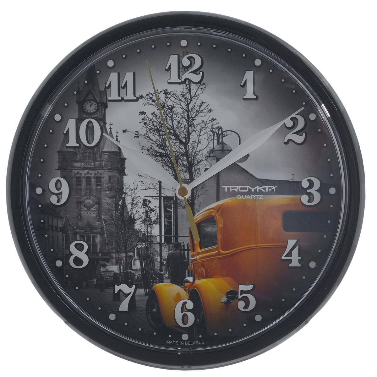 Часы настенные Troyka, цвет: черный. 9190092991900929Настенные кварцевые часы с модным дизайном Troyka, изготовленные из пластика, подчеркнут стильность интерьера вашего дома. Круглые часы имеют три стрелки: часовую, минутную и секундную, их циферблат оформлен изображением и защищен прозрачным пластиком.Диаметр часов: 22,5 см.Часы работают от 1 батарейки типа АА напряжением 1,5 В (входит в комплект).