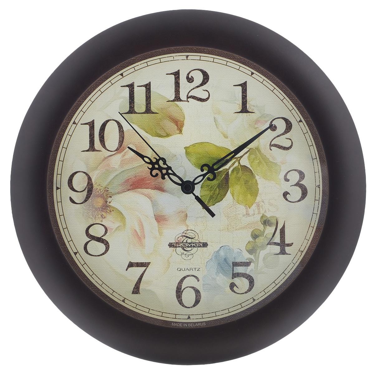 Часы настенные Troyka Цветы, цвет: светло-зеленый, коричневый. 11163159300074_ежевикаНастенные кварцевые часы Troyka Цветы, изготовленные из пластика, прекрасно подойдут под интерьер вашего дома. Круглые часы имеют три стрелки: часовую, минутную и секундную, циферблат украшен изображением цветов и защищен прозрачным пластиком.Диаметр часов: 30 см.Часы работают от 1 батарейки типа АА напряжением 1,5 В (входит в комплект).