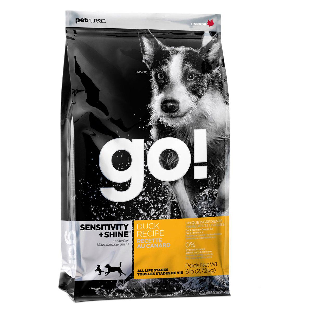 Корм сухой GO! Sensitivity + Shine для щенков и собак, с цельной уткой и овсянкой, 2,72 кг0120710Сухой корм GO! - полностью сбалансированный холистик корм из цельной утки и овсянки. Утка - единственный источник белка, что идеально подходит собакам с чувствительным пищеварением, склонным к аллергиям, и собакам с длинной роскошной шерстью. Ключевые преимущества: - не содержит ГМО, гормонов, субпродуктов, красителей, искусственных консервантов, - не содержит говядины, пшеницы, кукурузы, сои, - пробиотики и пребиотики обеспечивают здоровое пищеварение, - омега-масла в составе необходимы для здоровой кожи и шерсти, - антиоксиданты укрепляют иммунную систему, - сложные углеводы - отличный источник энергии. Состав: свежее мясо утки, овсяные хлопья, картофель, цельный овес, филе утки, рапсовое масло (кисточник витамина E), яблоки, натуральный ароматизатор, семена льна, лебеда, зерна камута, карбонат кальция, хлорид калия, хлорид натрия, сушеные водоросли, витамины (витамин А, витамин D3, витамин Е, инозитол, ниацин, L-аскорбил-2-полифосфатов (источник витамина С), D-пантотенат кальция, мононитрат тиамина, бета-каротин, рибофлавин, пиридоксин гидрохлорид, фолиевая кислота , биотин, витамин В12), минералы (цинк метионин комплекс, протеинат цинка, протеинат железа, протеинат меди, оксид цинка, протеинат марганца, сульфат меди, сульфат железа, йодат кальция, оксид марганца, селена, дрожжи), корень цикория, L-лизин, Lactobacillus, Enterococcusfaecium, Aspergillus, экстракт Юкка Шидигера, сушеный розмарин.Гарантированный анализ: белки - 22%, жиры - 12%, клетчатка - 3,5%, влажность - 10%, кальций - 0,9%, фосфор - 0,65%, жирные кислоты Омега 6 - 1,8%, жирные кислоты Омега 3 - 0,36%, лактобактерии (Lactobacillus acidophilus, Enterococcus faecium) - 90000000 cfu/lb. Калорийность: 3649 ккал/кг. Вес: 2,72 кг. Товар сертифицирован.