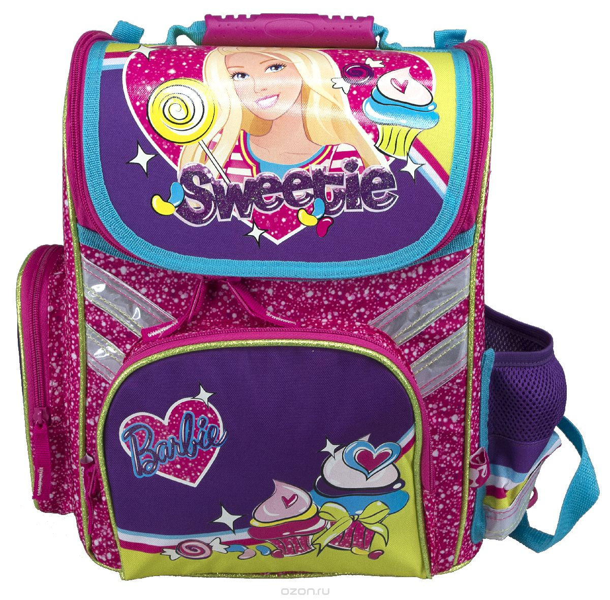 Ранец школьный Kinderline Barbie, цвет: розовый, сиреневый, желтыйBRCB-MT1-113Ранец школьный Kinderline Barbie выполнен из современного легкого и прочного материала розового цвета с яркими аппликациями. Ранец имеет одно основное отделение, закрывающееся на молнию с двумя бегунками. Внутри главного отделения расположен врезной карман на змейке и два разделителя с утягивающей резинкой, предназначенные для размещения предметов без сложения, размером до формата А4 включительно. На лицевой стороне ранца расположен накладной карман на молнии. По бокам ранца размещены два дополнительных накладных кармана, один на молнии, и один открытый. Ортопедическая спинка, созданная по специальной технологии из дышащего материала, равномерно распределяет нагрузку на плечевые суставы и спину. Удлиненные держатели облегчают фиксацию длины ремней с мягкими подкладками. Ранец оснащен удобной ручкой для переноски и двумя широкими лямками, регулируемой длины. Дно ранца дополнено пластиковыми ножками. Многофункциональный школьный ранец станет незаменимым спутником вашего ребенка в походах за знаниями.