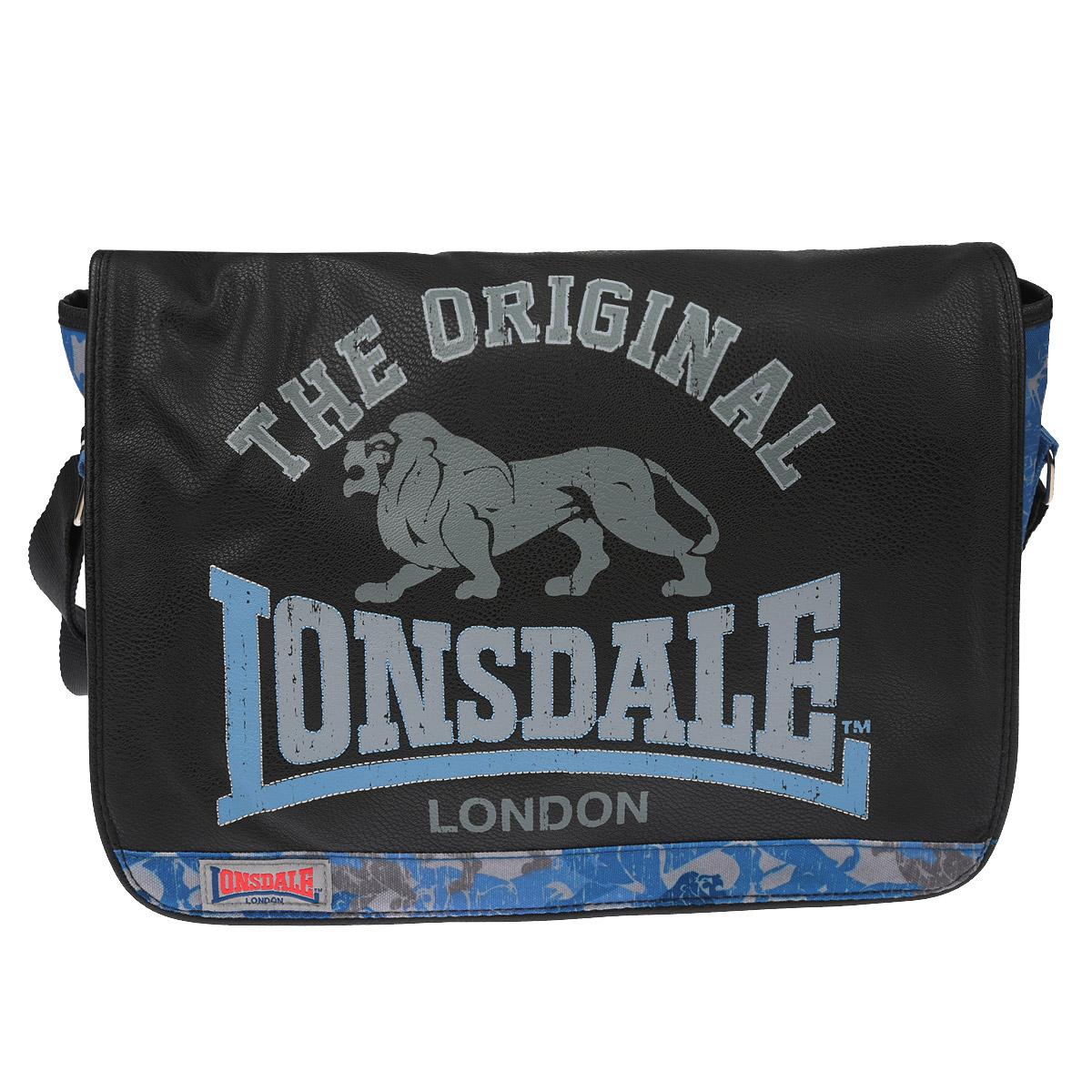 Сумка молодежная Lonsdale, цвет: черный, серый, голубой72523WDОригинальная молодежная сумка Lonsdale прекрасно подойдет для учебы, занятий спортом и повседневных дел. Стильная, легкая и удобная сумка с ярким принтом станет незаменимым аксессуаром. Вместительное внутреннее отделение закрывается на клапан с магнитными кнопками, в него поместятся все необходимые школьные принадлежности или спортивная форма. Внутри имеется врезной карман на молнии, куда можно разместить предметы небольшого размера. Плотная и широкая лямка свободно регулируется по длине, что позволяет носить сумку школьникам разного возраста. Лаконичный и сдержанный дизайн подчеркнет индивидуальность и порадует своей функциональностью.