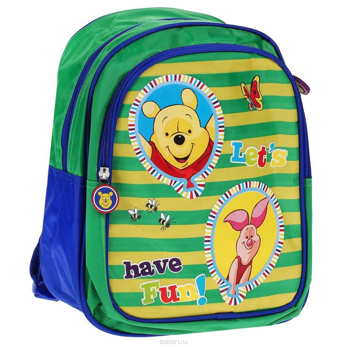 Рюкзак детский Disney Винни Привет, Винни!, цвет: синий, зеленый, желтый. 2341711109/A/TGРюкзачок Привет, Винни! ТМ Disney прекрасно подойдет как девочкам, так и мальчикам. В два его внутренних отделения на молнии можно положить игрушки, тетрадки, наборы карандашей и фломастеров или бутылочку для воды. Широкие ремни с мягкой прокладкой равномерно распределяют нагрузку на плечевой пояс и оберегают от натирания.Благодаря регулируемым лямкам, рюкзак подойдет детям любого роста. Специальная ручка удобна для ношения в руке или размещения на вешалке. Изделие изготовлено из износостойкой ткани, что позволит ему верно служить долгое время. Аксессуар декорирован ярким принтом и подвеской на застежке с изображением Винни.