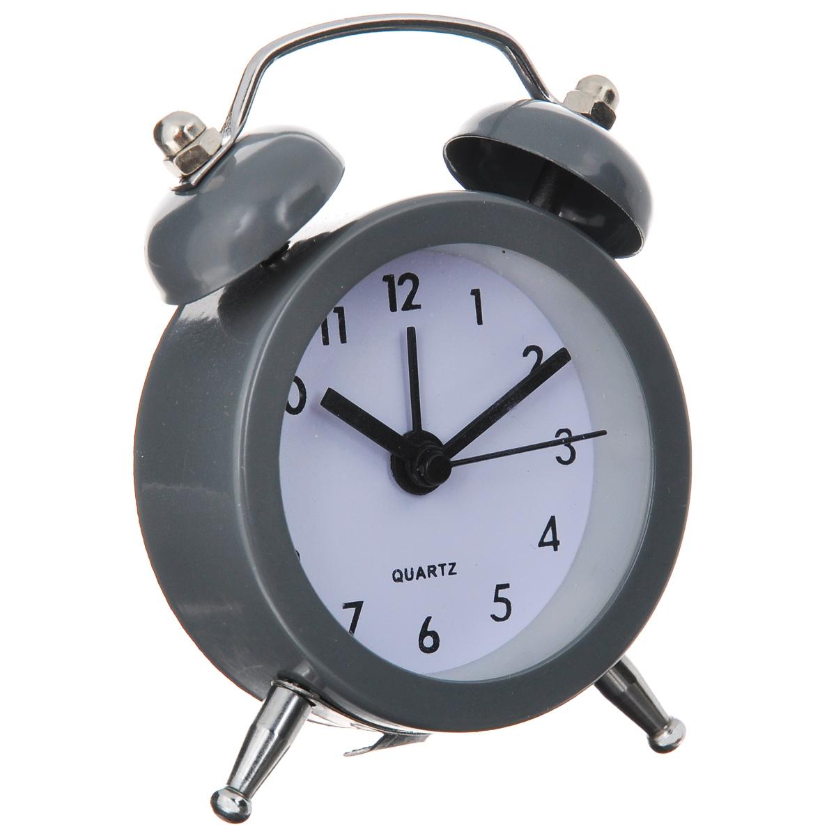 Часы-будильник Sima-land, цвет: серый. 720791179038Как же сложно иногда вставать вовремя! Всегда так хочется поспать еще хотя бы 5 минут и бывает, что мы просыпаем. Теперь этого не случится! Яркий, оригинальный будильник Sima-land поможет вам всегда вставать в нужное время и успевать везде и всюду. Будильник украсит вашу комнату и приведет в восхищение друзей. Эта уменьшенная версия привычного будильника умещается на ладони и работает так же громко, как и привычные аналоги. Время показывает точно и будит в установленный час.На задней панели будильника расположены переключатель включения/выключения механизма, а также два колесика для настройки текущего времени и времени звонка будильника.Будильник работает от 1 батарейки типа LR44 (входит в комплект).