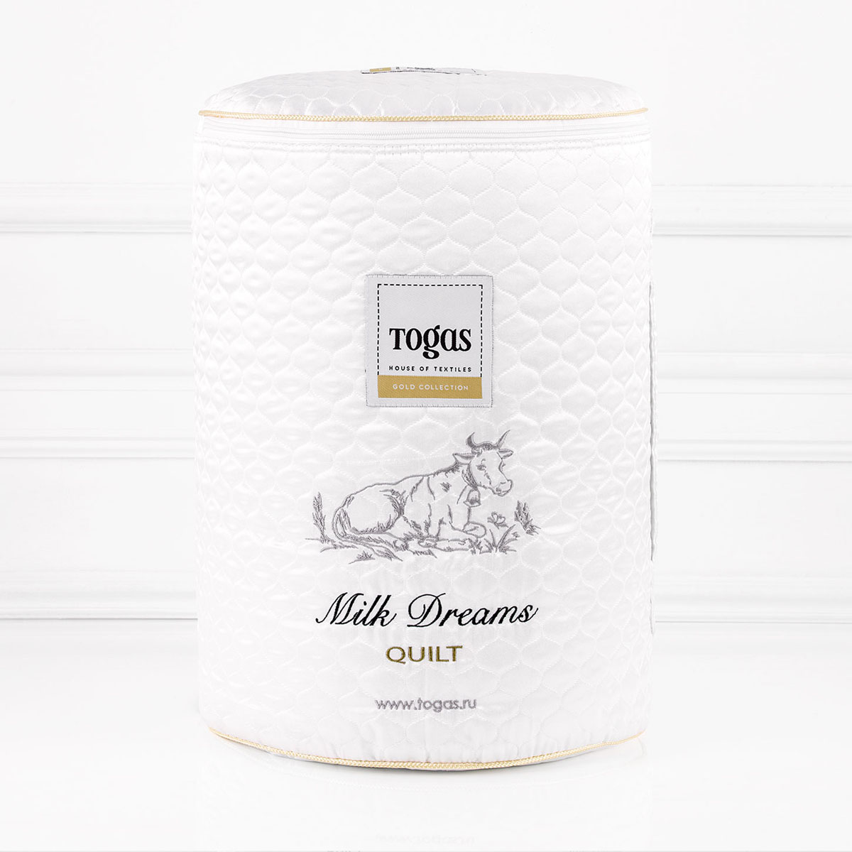 Одеяло Togas Милк дримс, наполнитель: молочное волокно, 140 х 200 см98299571Чехол одеяла Togas Милк дримс выполнен из жаккарда (100% модал). Наполнитель одеяла изготовлен из молочного волокна. Модал - материал нового поколения, появился сравнительно недавно. Несмотря на синтетическое происхождение, он считается экологически чистым, так как изготовлен из 100% древесной целлюлозы. Целлюлоза для модала используется высококачественная, чаще всего из эвкалиптового дерева, бука, сосны.Молочное волокно имеет гипоаллергенные и антибактериальные свойства. Наполнитель из молочного волокна отлично поглощает лишнюю влагу, не препятствует естественному дыханию кожи во время сна и при этом сохраняет все свои свойства после многократных стирок. Такое одеяло абсолютно натуральное и безопасное. Оно дарит всю пользу молока вашей коже, насыщая ее во время сна аминокислотами, микроэлементами и оказывая на нее естественно увлажняющее и стимулирующее кровообращение действие.
