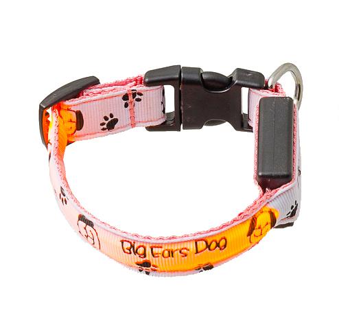 Ошейник для собак V.I.Pet Собачки и лапки, светящийся, цвет: белый, розовый, 18-28 см14-3400USСветящийся ошейник V.I.Pet Собачки и лапки - это современный аксессуар, предназначенный для собак. Он выполнен из прочного нейлона и прошит светоотражающей нитью. Такой ошейник видно на расстоянии более 300 метров, кроме того, питомец будет заметен водителям транспорта, что обеспечит безопасность прогулки. Особенности ошейника:- работает в 3 режимах: постоянный свет, быстрое мигание, мигание;- в темное время суток виден на расстоянии до 300 метров; - заряжается через USB-кабель (входит в комплект); - прошит с обеих сторон светоотражающей нитью;Размер ошейника: 18-28 см. Ширина: 2 см.