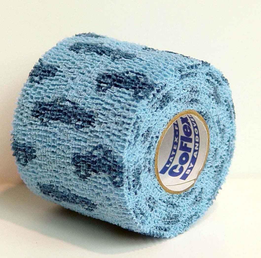 Бандаж для животных Andover Co-Flex, цвет: голубой, синий, 5 см х 450 см273481Бандаж для животных Andover Co-Flex - это эластичный самофиксирующийся бинт. Имеет контролируемую компрессию (оказывает оптимальное давление на мягкие ткани и кровеносные сосуды, не сдавливая и не стягивая их). При необходимости бандаж легко оторвать в ручную, без применения острых режущих предметов (ножниц). Бандаж легко наносится, снимается, моделируется (не прилипает к коже и шерсти, не смещается) - нет необходимости в зажимах или других фиксаторах. Воздухопроницаем и влагонепроницаем, что обеспечивает защиту от грязи и влаги.Длина: 4,5 м.Ширина: 5 см.