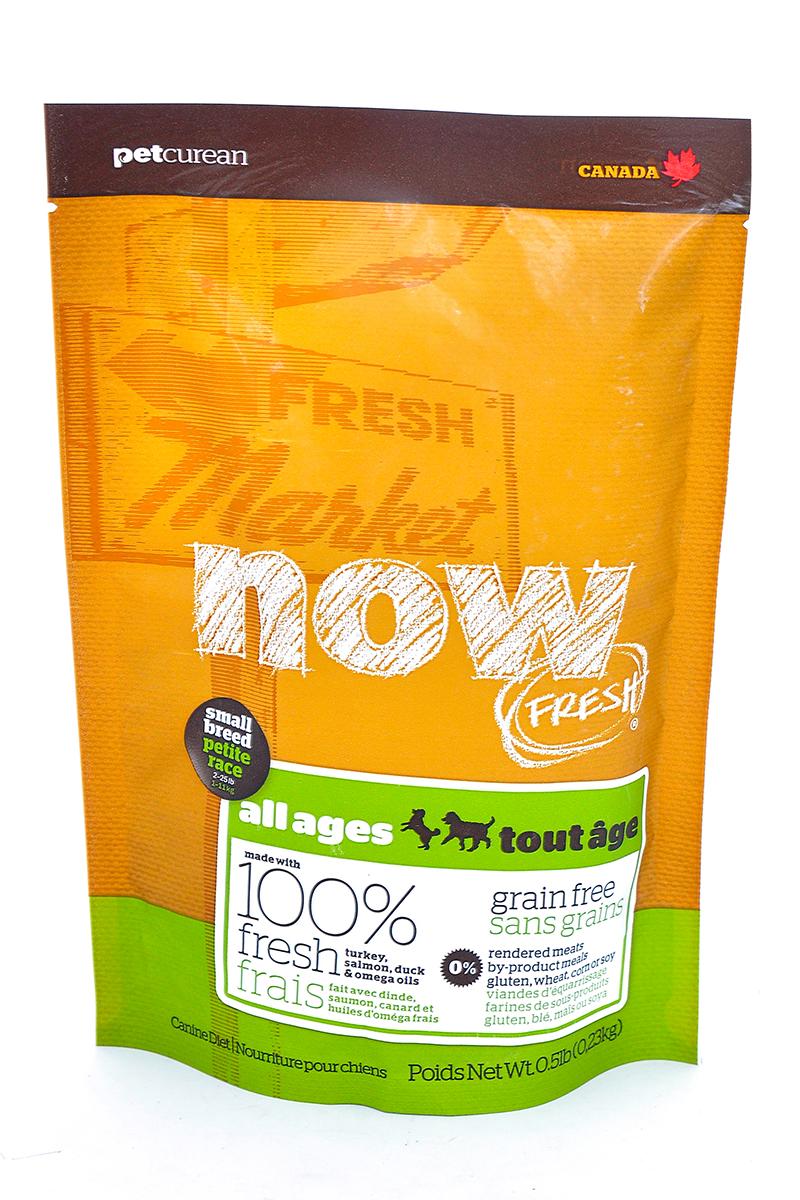 Корм сухой Now Fresh для малых пород собак всех возрастов, беззерновой, с индейкой, уткой и овощами, 230 г0120710Сухой корм Now Fresh - беззерновой для малых пород рекомендован для всех возрастов: для щенков, для взрослых и для активных собак, а также для пожилых собак. Корм сделан из свежей индейки, приправленной полезными овощами.Ключевые преимущества: - не содержит субпродуктов, красителей, говядины, мясных ингредиентов, выращенных на гормонах, - гранулы благодаря своей форме бережно очищают зубы, люцерна в составе корма освежает дыхание, - пробиотики и пребиотики обеспечивают здоровое пищеварение, - маленький размер гранул способствует лучшему захвату корма, - докозагексаеновая кислота (DHA) и эйкозапентаеновая кислота (EPA) необходима для нормальной деятельности мозга и здорового зрения, - омега-масла в составе необходимы для здоровой кожи и шерсти, - антиоксиданты укрепляют иммунную систему. Состав: филе индейки, картофель, свежие цельные яйца, горох, льняное семя, яблоки, масло канолы (источник витамина Е), натуральный ароматизатор, утиное филе, филе лосося, кокосовое масло (источник витамина Е), томаты, сушеная люцерна, морковь, тыква, бананы, черника, клюква, малина, ежевика, папайя, ананас, грейпфрут, чечевица, брокколи, шпинат, творог, ростки люцерны, сушеные водоросли, карбонат кальция, дикальций фосфат, лецитин, триполифосфата натрия, хлорид натрия, хлористый калий, витамины (витамин Е, L-аскорбил-2-полифосфатов (источник витамина С), никотиновая кислота, инозит, витамин А, тиамина мононитрат, пантотенатD-кальция, пиридоксина гидрохлорид, рибофлавин, бета-каротин, витамин D3, фолиевая кислота, биотин, витамин В12), минералы (цинка протеинат, сульфат железа, оксид цинка, железа протеинат, сульфат меди, меди протеинат, марганца протеинат, оксид марганца, йодат кальция, селена, дрожжи), таурин, DL-метионин, L-лизин, экстракт водорослей, высушенный корень цикория, Lactobacillus, Enterococcus, Aspergillus, дрожжевой экстракт, экстракт юкки шидигера, календул