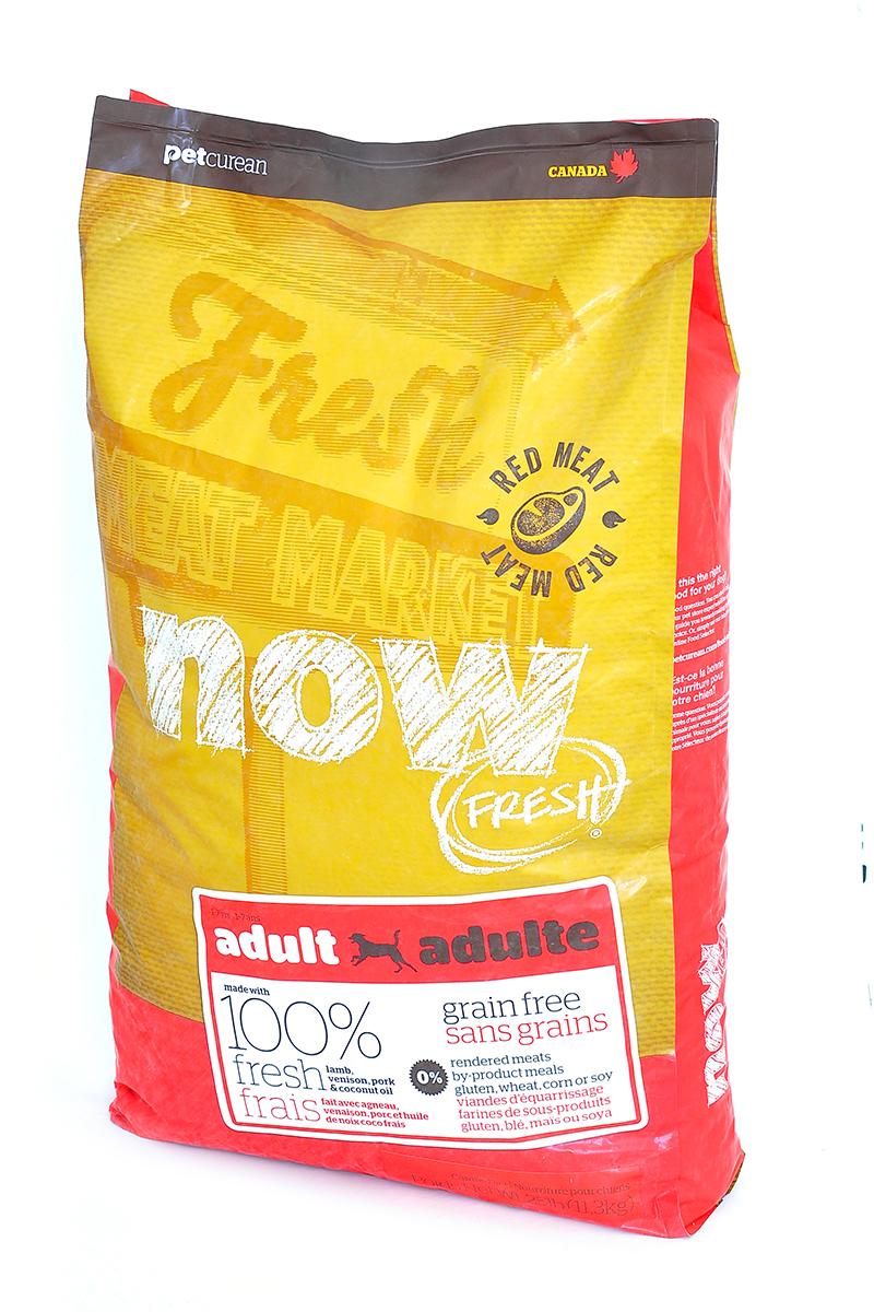 Корм сухой Now Fresh для взрослых собак, беззерновой, с олениной и ягненком, 11,35 кг10334Корм сухой Now Fresh для взрослых собак изготовлен из 100% свежего ягненка и оленины, а так же обогащен маслами кокосового ореха и рапса. Полностью сбалансированный холистик корм из филе ягненка и оленины, выращенных на канадских фермах, для взрослых собак всех пород.Ключевые преимущества: - содержит только свежее мясо(питомец получает белок высокого качества, который быстро усваивается организмом), - первый беззерновой корм со сбалансированным содержанием белков и жиров,- содержит пре- и пробиотики, антиоксиданты, а также жизненно необходимые кислоты омега-3 и омега-6. Состав: свежее филе ягненка, цельные сушеные яйца, картофель, картофельная мука, горох,гороховая мука, свежее филе оленя, филе свинины, яблоки, семена льна, рапсовое масло (источник витамина Е), натуральный ароматизатор, кокосовое масло (источник витамина Е), сладкий картофель, карбонат кальция, дикальция фосфат, люцерна, томат, морковь, тыква, кабачок, бананы, черника, клюква, ежевика, гранат, папайя, чечевица, брокколи, сушеный корень цикория, хлорид натрия, хлорид калия, хлорид холина, витамины (витамин А, витамин D3, витамин Е, инозитол, ниацин, L-аскорбил-2-полифосфатов (источник витамина С), D-пантотенат кальция, мононитрат тиамина, бета-каротин, рибофлавин, пиридоксина гидрохлорид, фолиевая кислота, биотин, витамин В12), минералы (цинка протеинат, железа протеинат, меди протеинат, оксид цинка, марганца протеинат, сульфат меди, сульфат железа, йодат кальция, оксид марганца, дрожжи селена), таурин, DL-метионин, L-лизин, Лактобактерии, Энтерококки, L-карнитин, сушеный розмарин. Гарантированный анализ: белки - 24%, жиры - 16%, клетчатка - 4%, влажность - 10%, кальций - 1,1%, фосфор - 0,6%, жирные кислоты Омега 6 - 2,2%, жирные кислоты Омега 3 - 0,4%. Калорийность: 3701 ккал/кг. Вес: 2,72 кг. Товар сертифицирован.