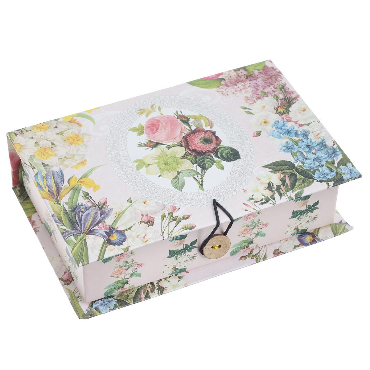 Подарочная коробка Весенний сад, 18 х 12 х 5 см7706830_249Подарочная коробка Весенний сад выполнена из плотного картона. Изделие оформлено изображением цветов. Коробка закрывается на пуговицу.Подарочная коробка - это наилучшее решение, если вы хотите порадовать ваших близких и создать праздничное настроение, ведь подарок, преподнесенный в оригинальной упаковке, всегда будет самым эффектным и запоминающимся. Окружите близких людей вниманием и заботой, вручив презент в нарядном, праздничном оформлении.Плотность картона: 1100 г/м2.