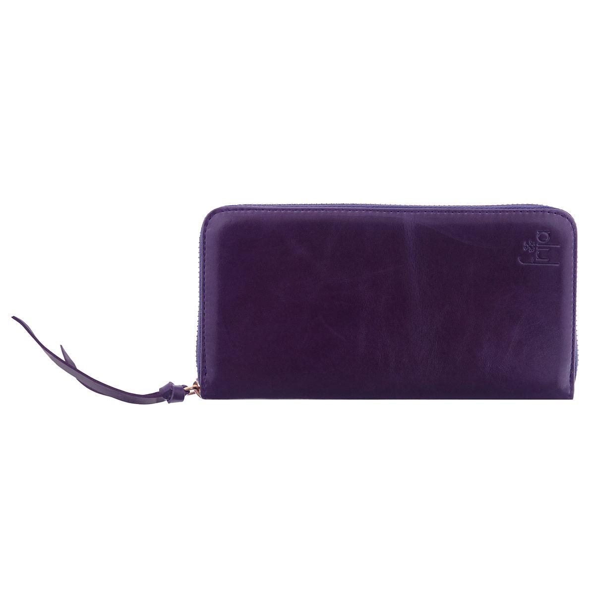 Портмоне женское Frija, цвет: фиолетовый. 15-0209-11-NAV/V/GBM8434-58AEЖенское портмоне Frija - это не только удобная и практичная вещь, но и стильный современный аксессуар, который, благодаря своему привлекательному дизайну и высокому качеству исполнения, блестяще подчеркнет тонкий взыскательный вкус своей обладательницы.Выполнено из натуральной кожи и декорировано хлястиком. Модель закрывается на металлическую молнию. Внутри три отделения для купюр, два скрытых дополнительных кармана, одно отделение для мелочи на молнии, восемь карманов для кредиток.Портмоне упаковано в фирменную коробку-футляр.